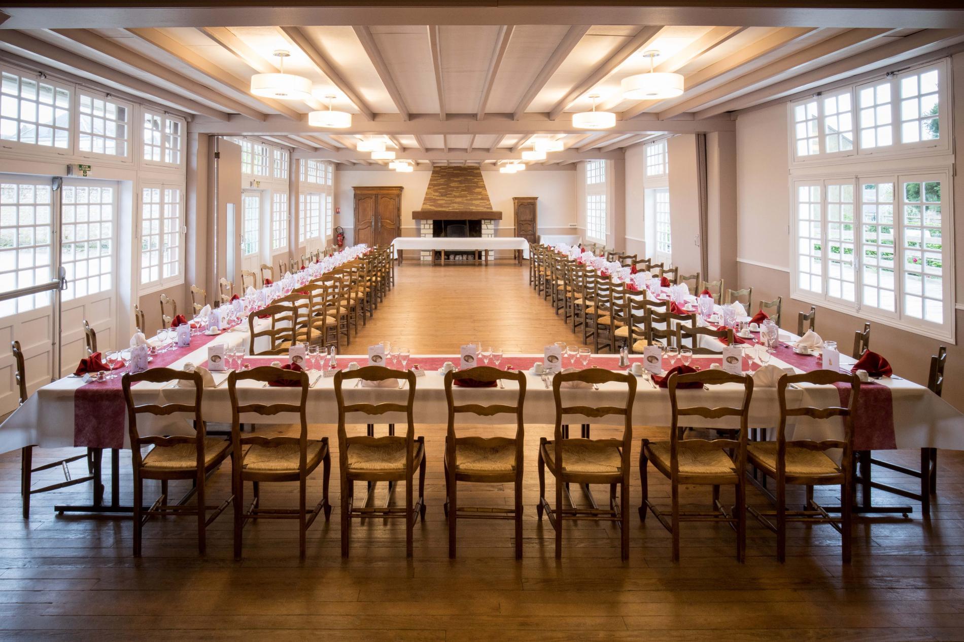 Hôtel de la poste Le Mêle sur Sarthe salle reception repas groupe