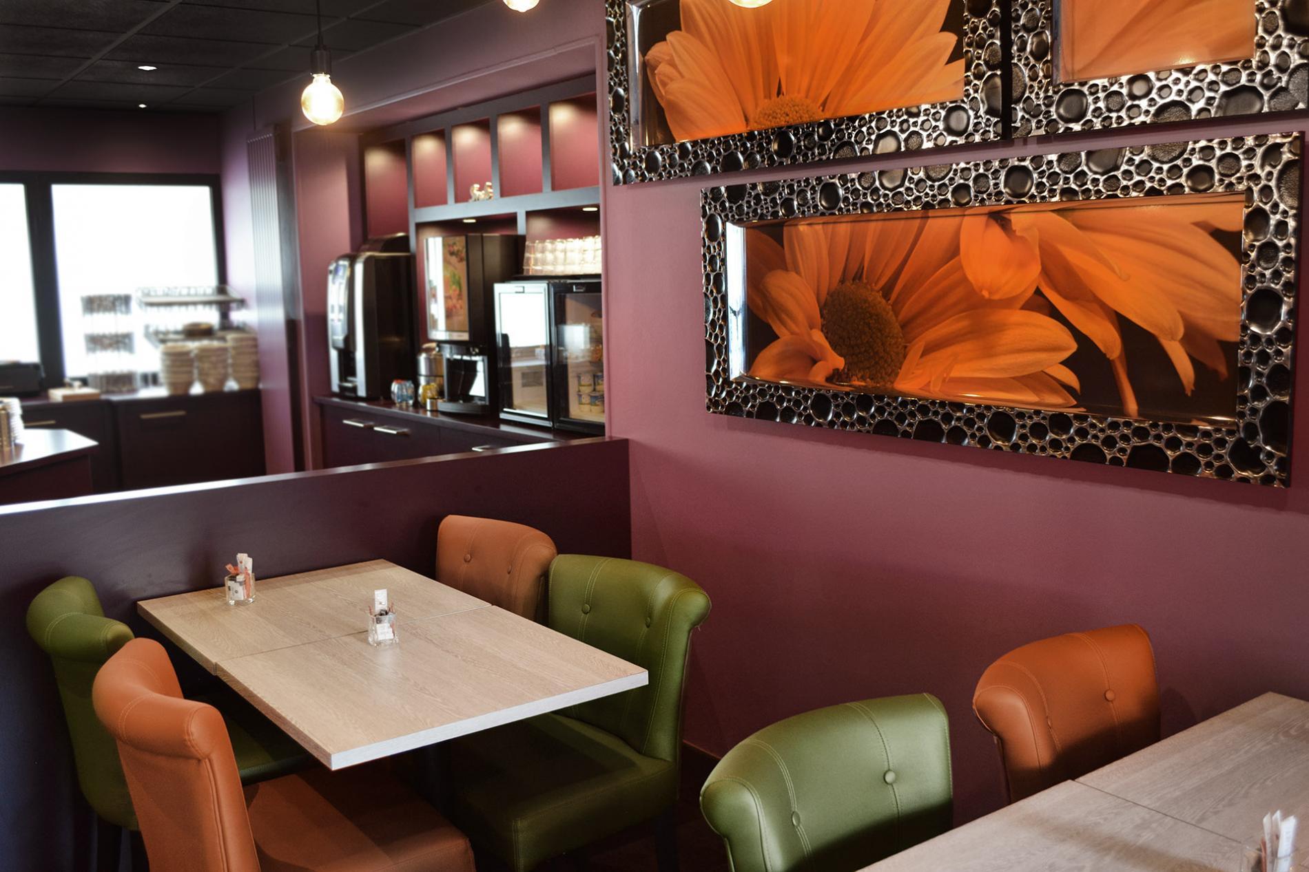 Salle petit déjeuner - Hôtel des Quatrans - Caen