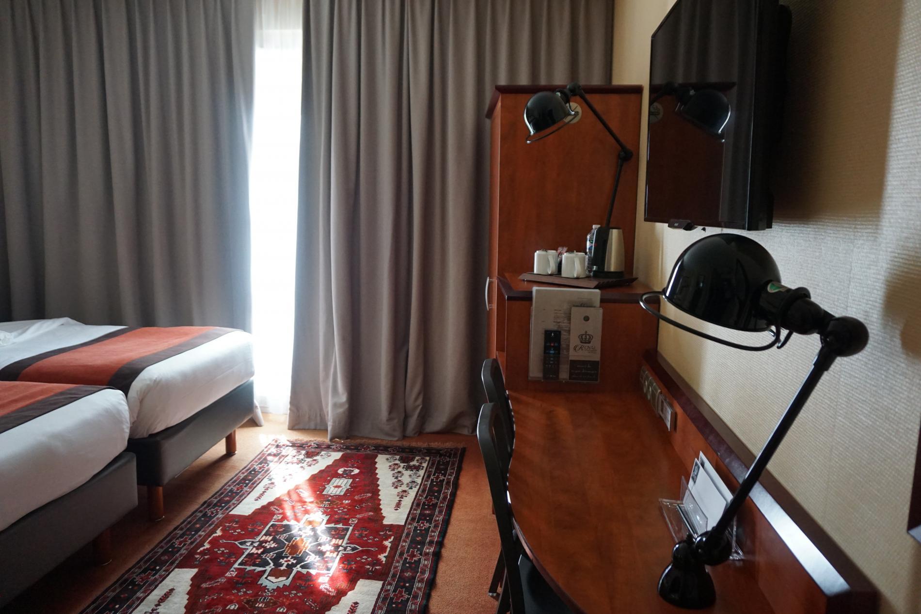 Chambre familiale ou pmr comfort hotel agen le passage