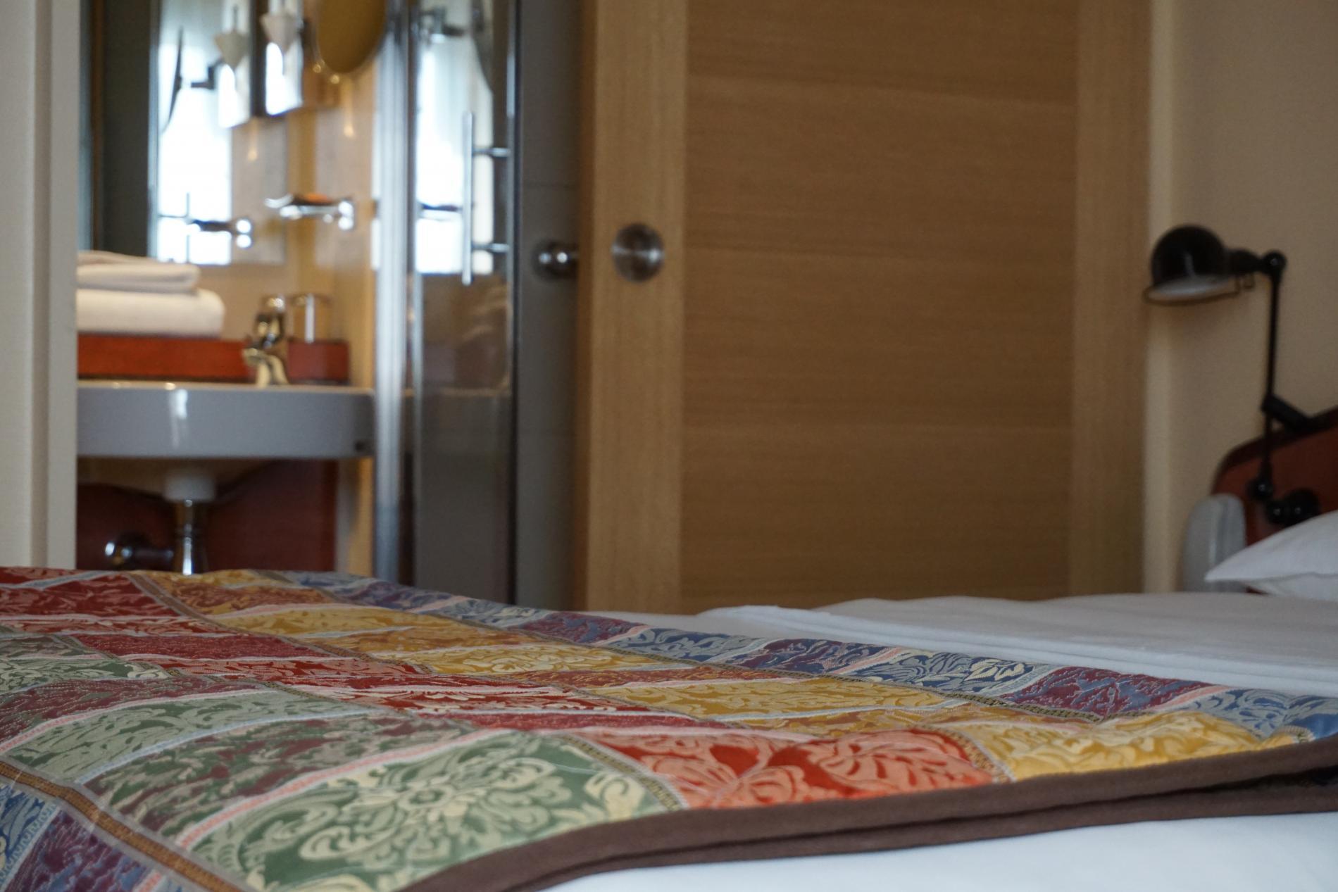 chambres royal h tel caen centre. Black Bedroom Furniture Sets. Home Design Ideas