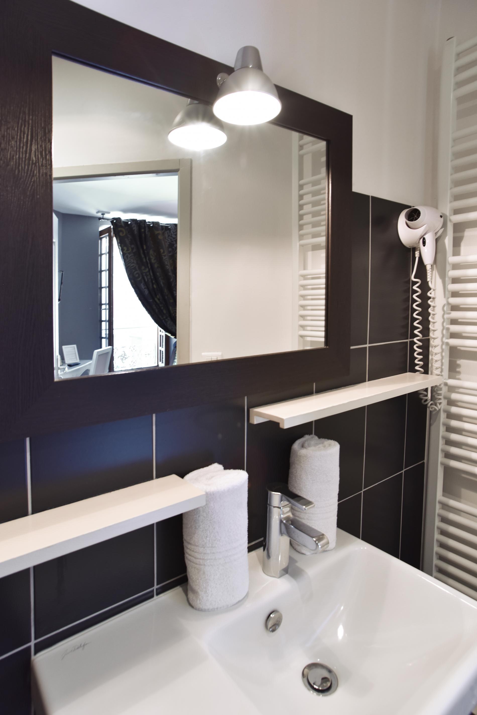 salle d'eau moderne et équipée....
