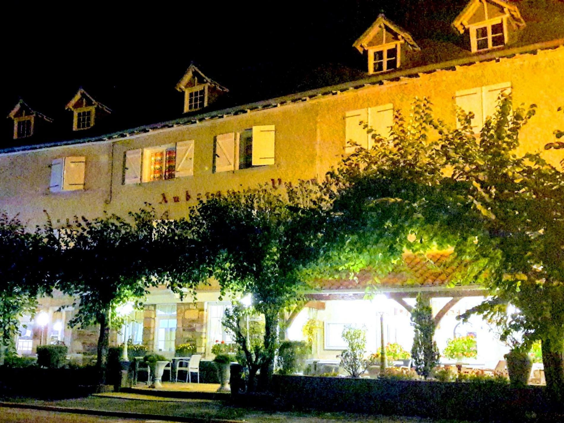 Logis Hotel sur les berges de la Cère