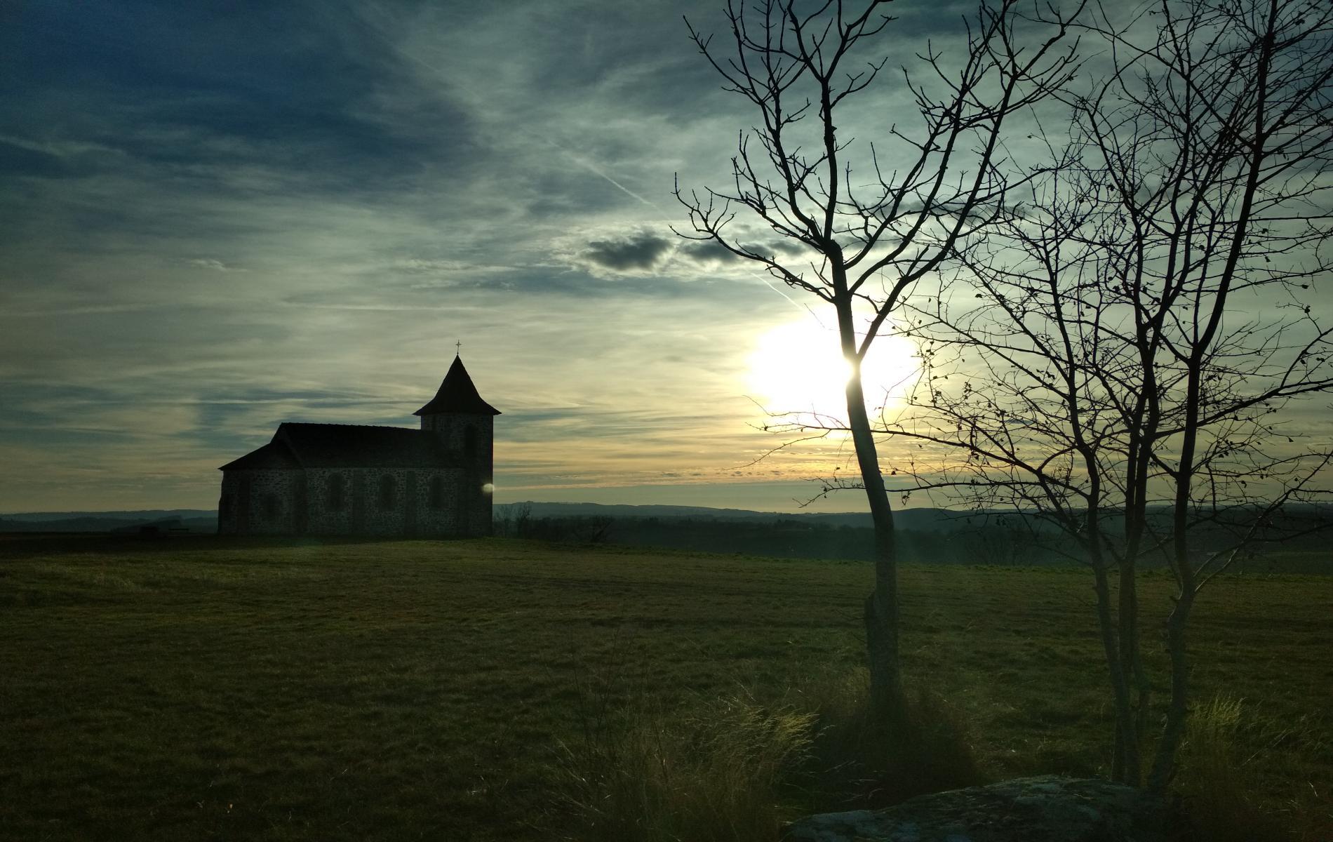 Le Roc de Ronesque et sa chapelle