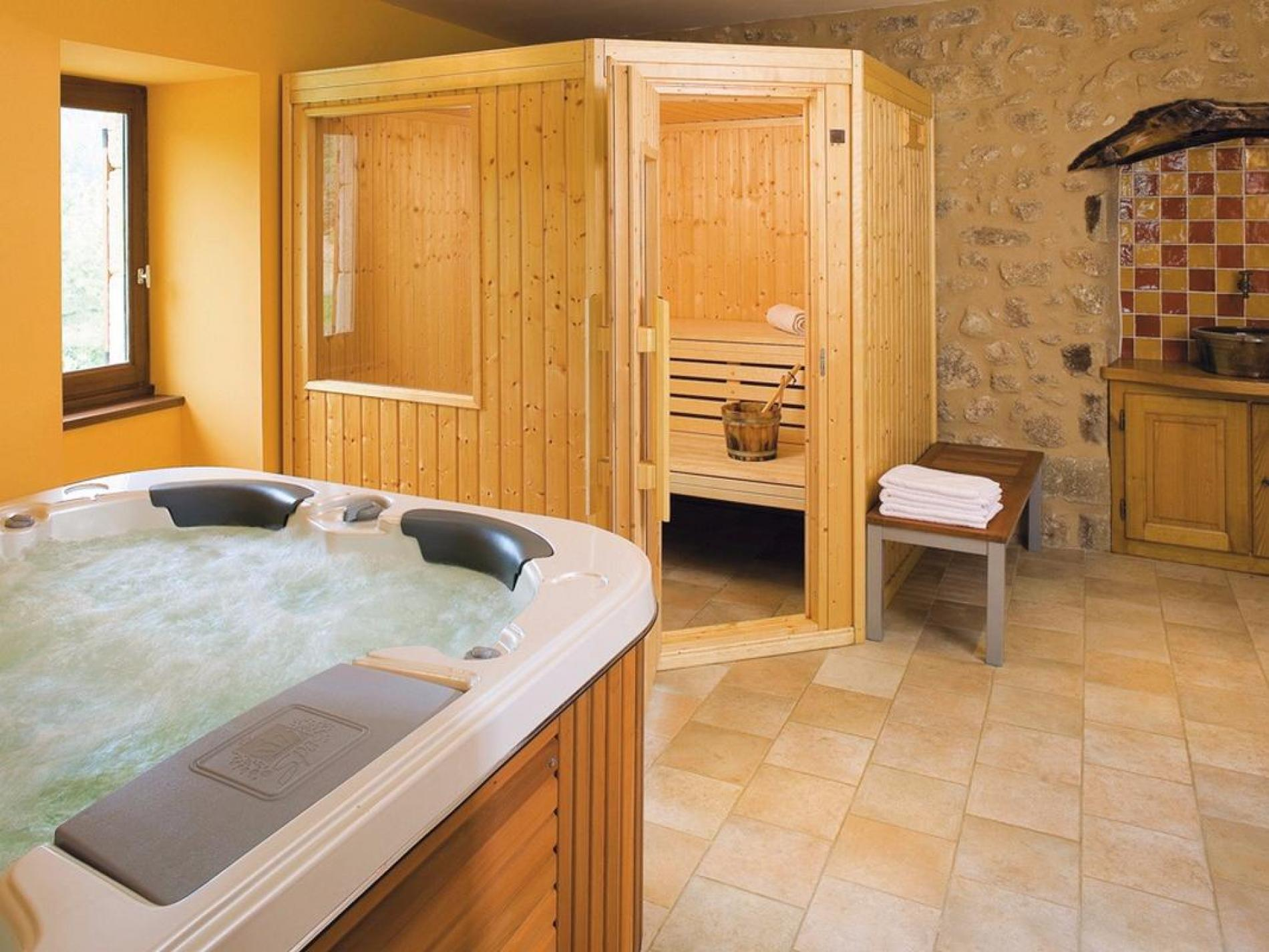 Spa (steam room, jacuzzi, fitness room)