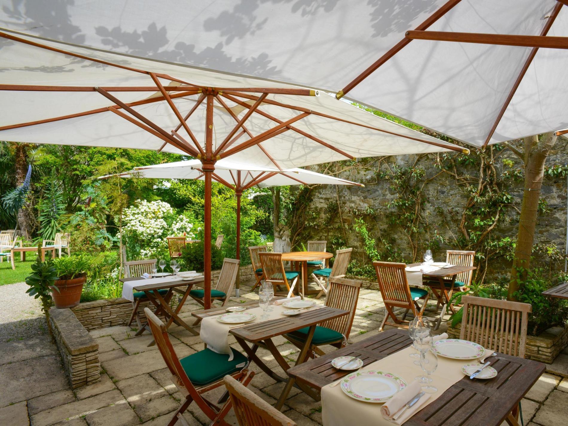 La Terrasse sur le jardin exotique