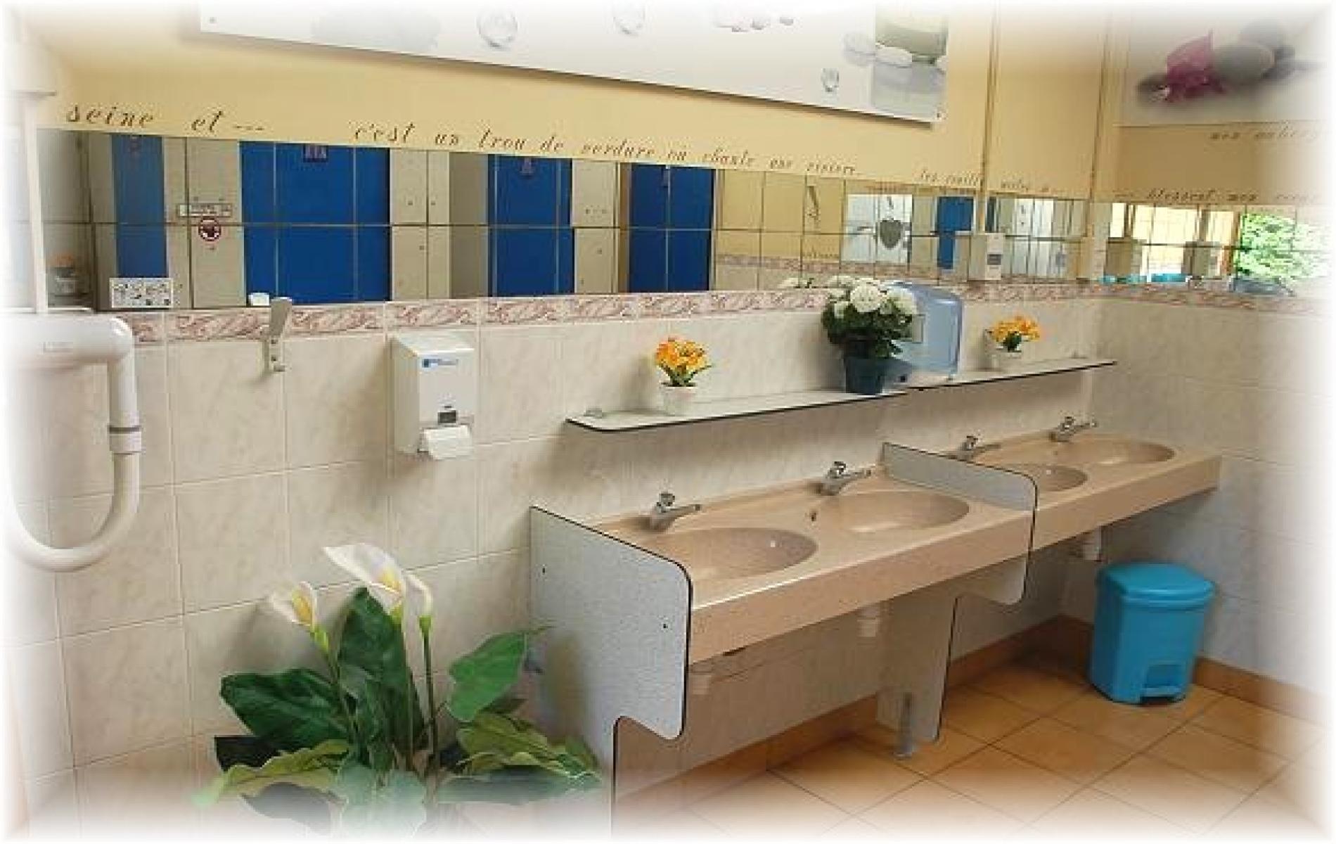 A votre disposition 1 sanitaire femme, 1 sanitaire homme, 1sanitaire mixte