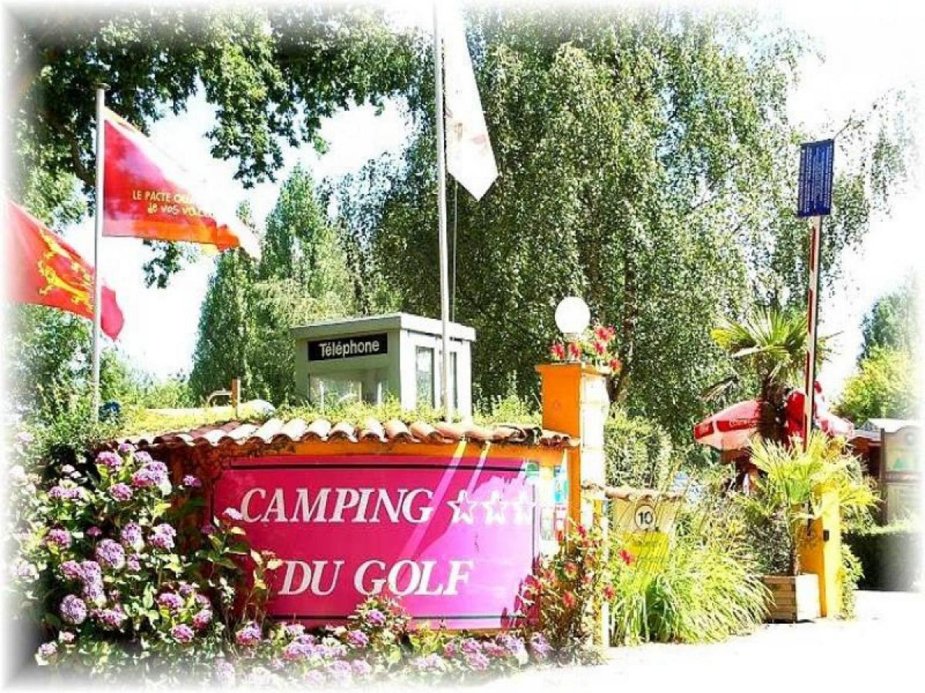 Camping a proximité d'un chemin forestier GR