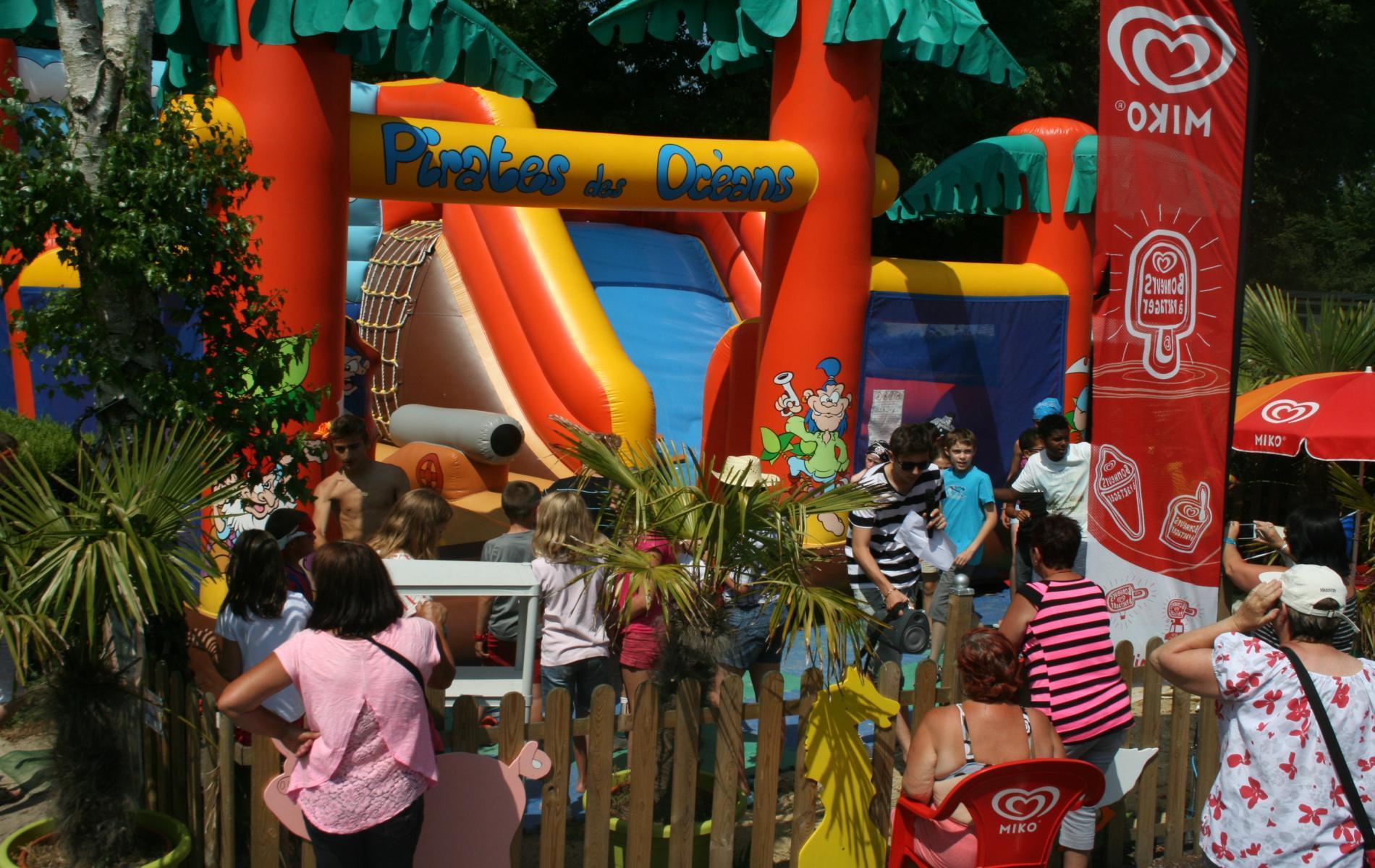 Animations et nombreuses aires de jeux pour les enfants.