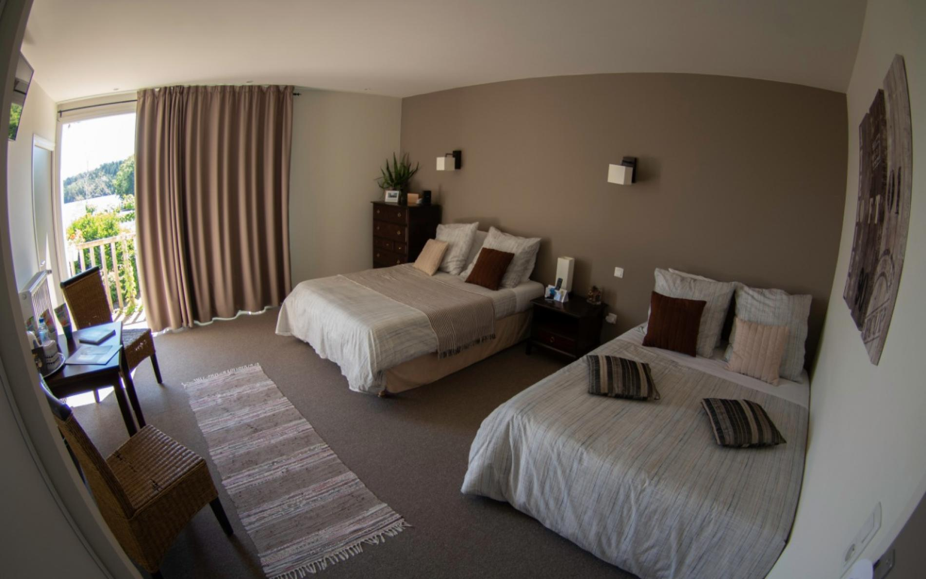 Consultez les offres de l\'hôtel du Lac Grande chambre avec ...
