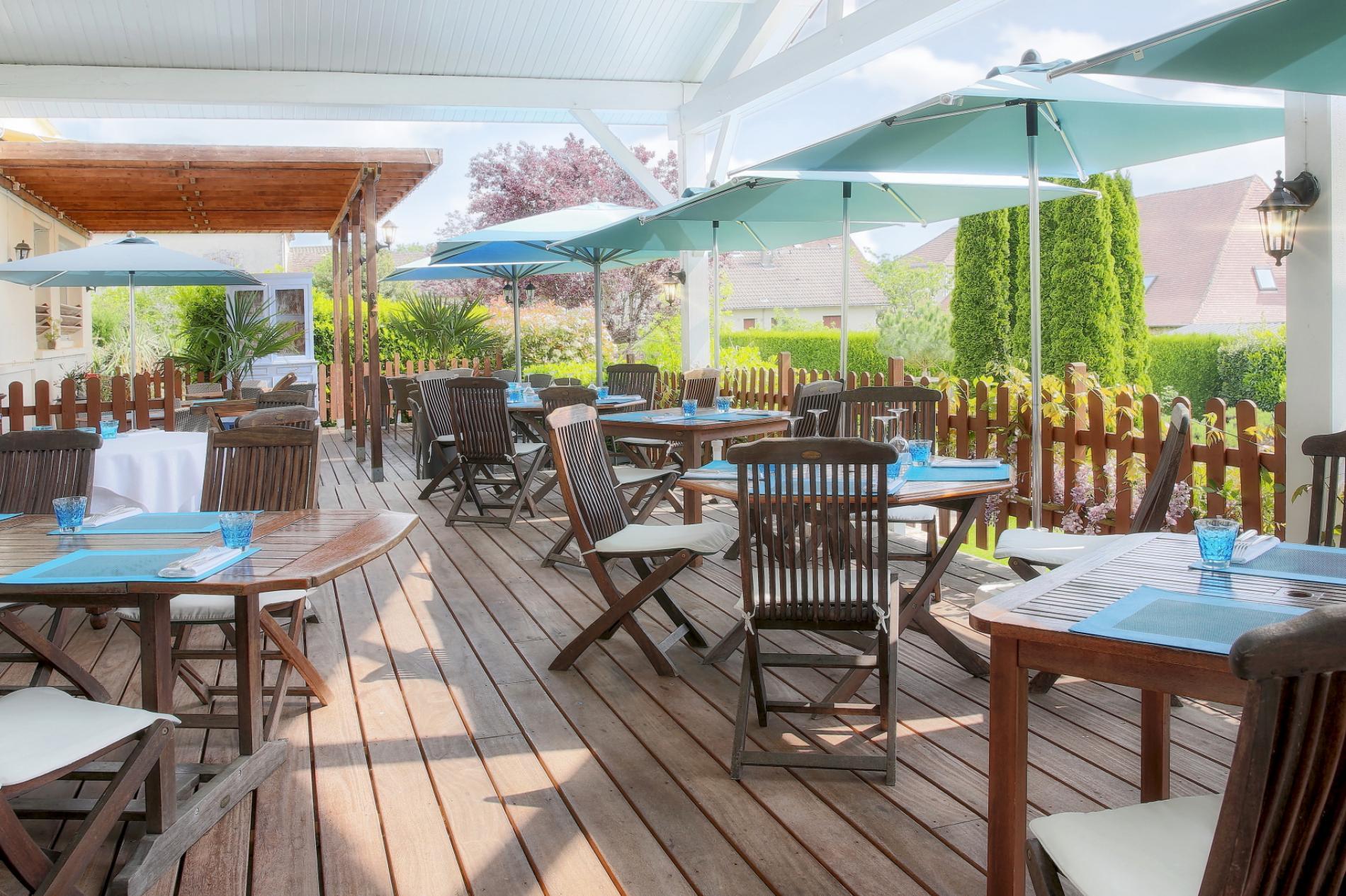 Terrasse du restaurant les Voyageurs en Perigord