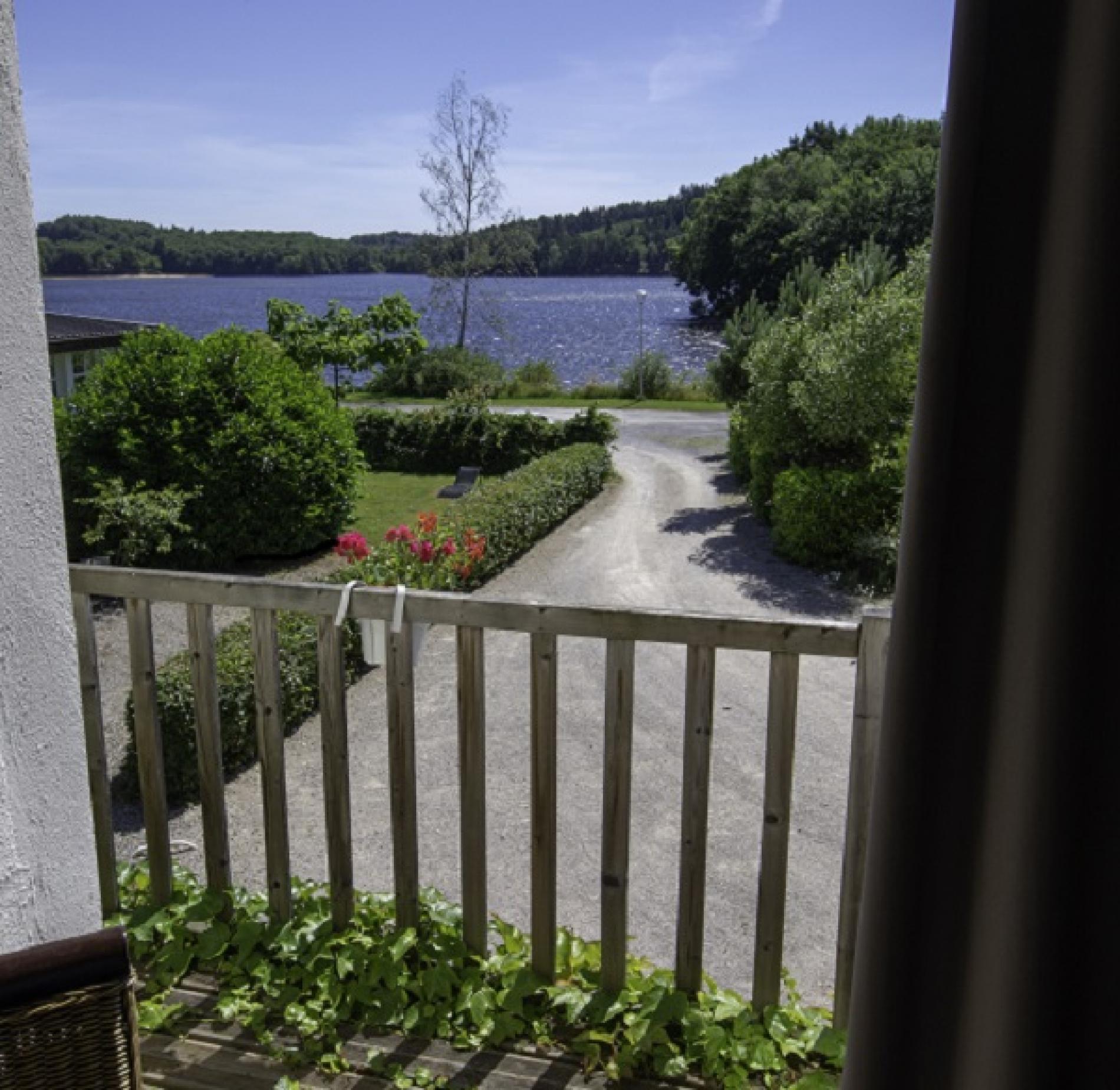 Balcon avec vue sur le lac