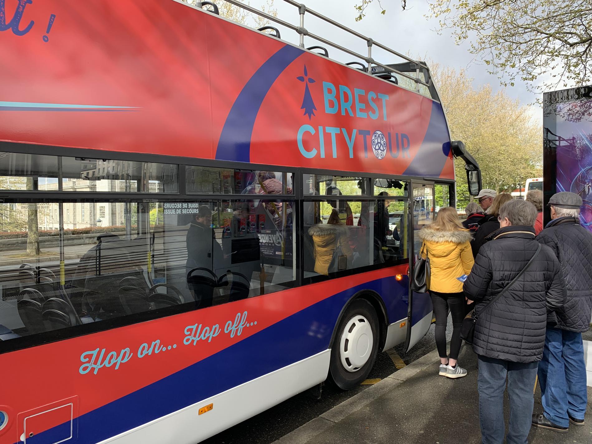 Visitez  Brest en Bus à Impériale