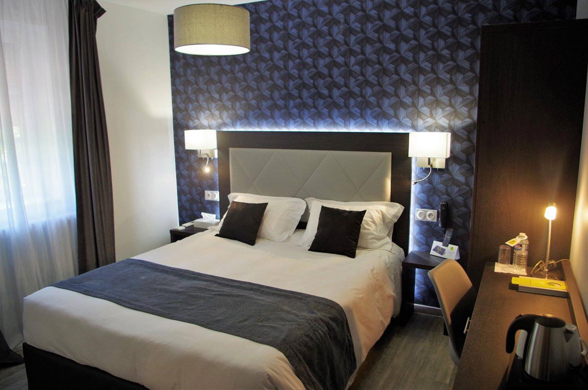 Chambre de l'hôtel Les Platanes
