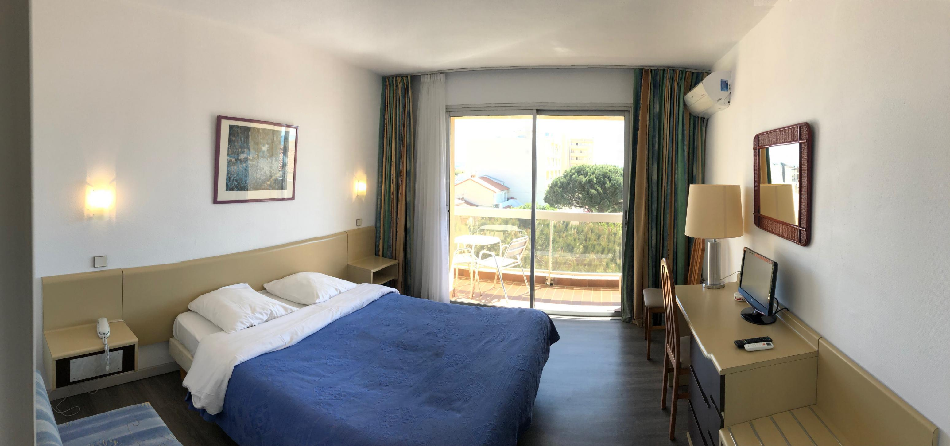 Rooms of the hotel in Canet-en-Roussillon by the sea | ***Hotel du Port