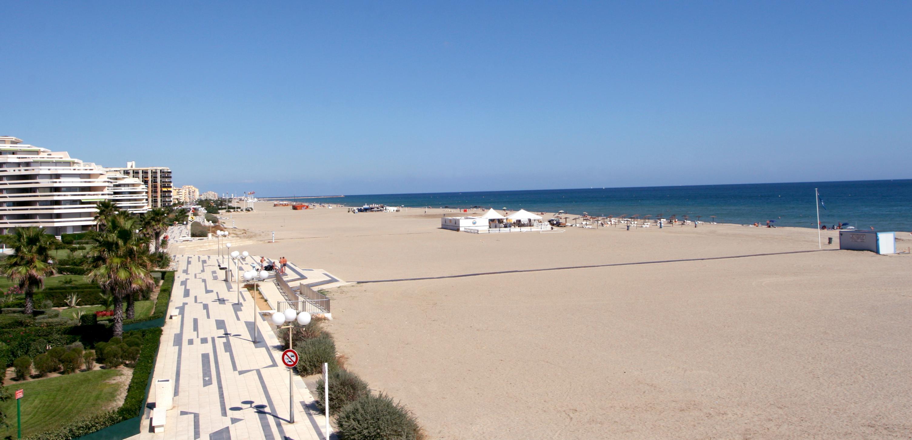 immense plage de canet