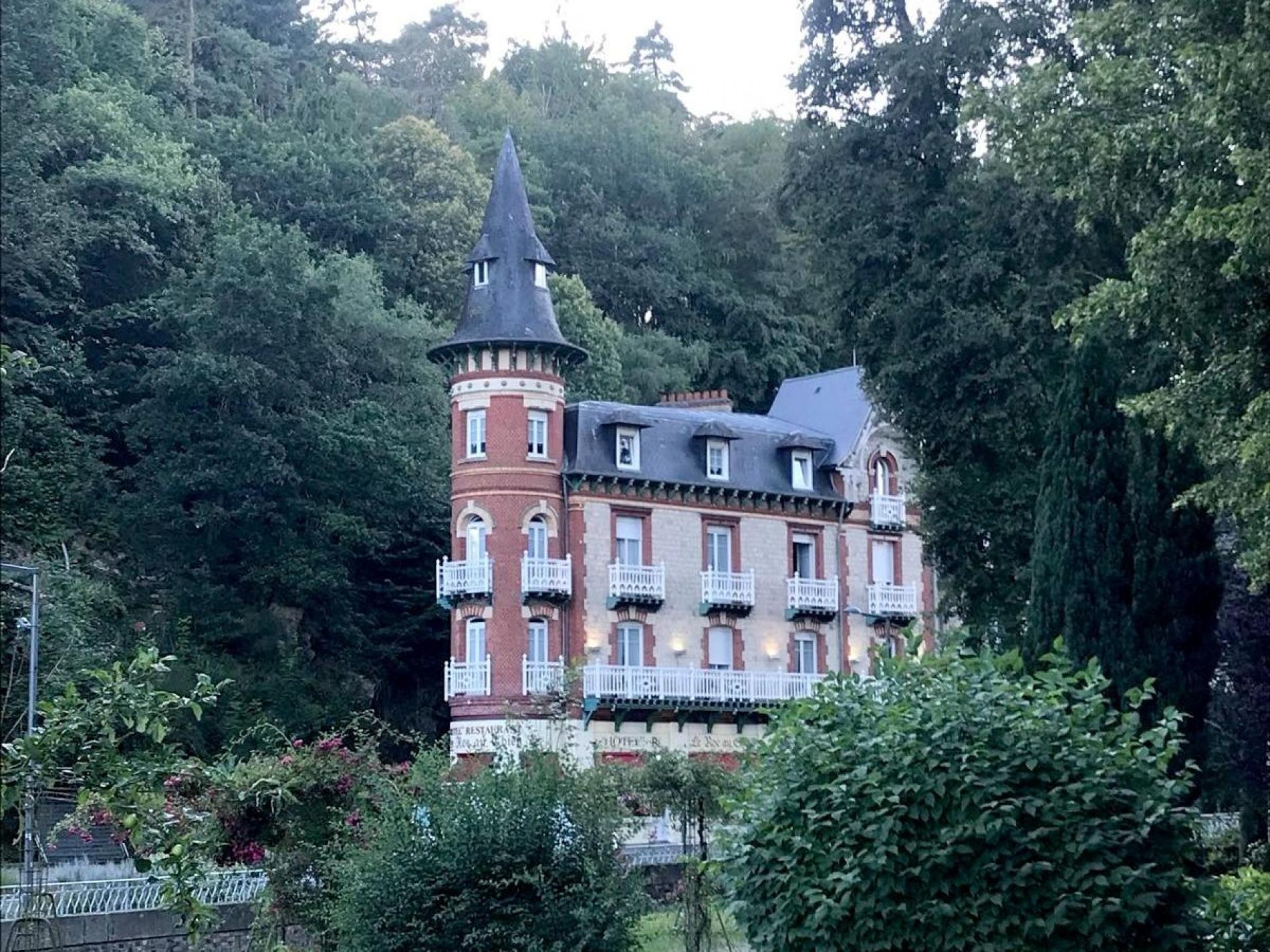 Logis hôtel Le Roc au Chien à proximité des thermes à Bagnoles-de-l'Orne.