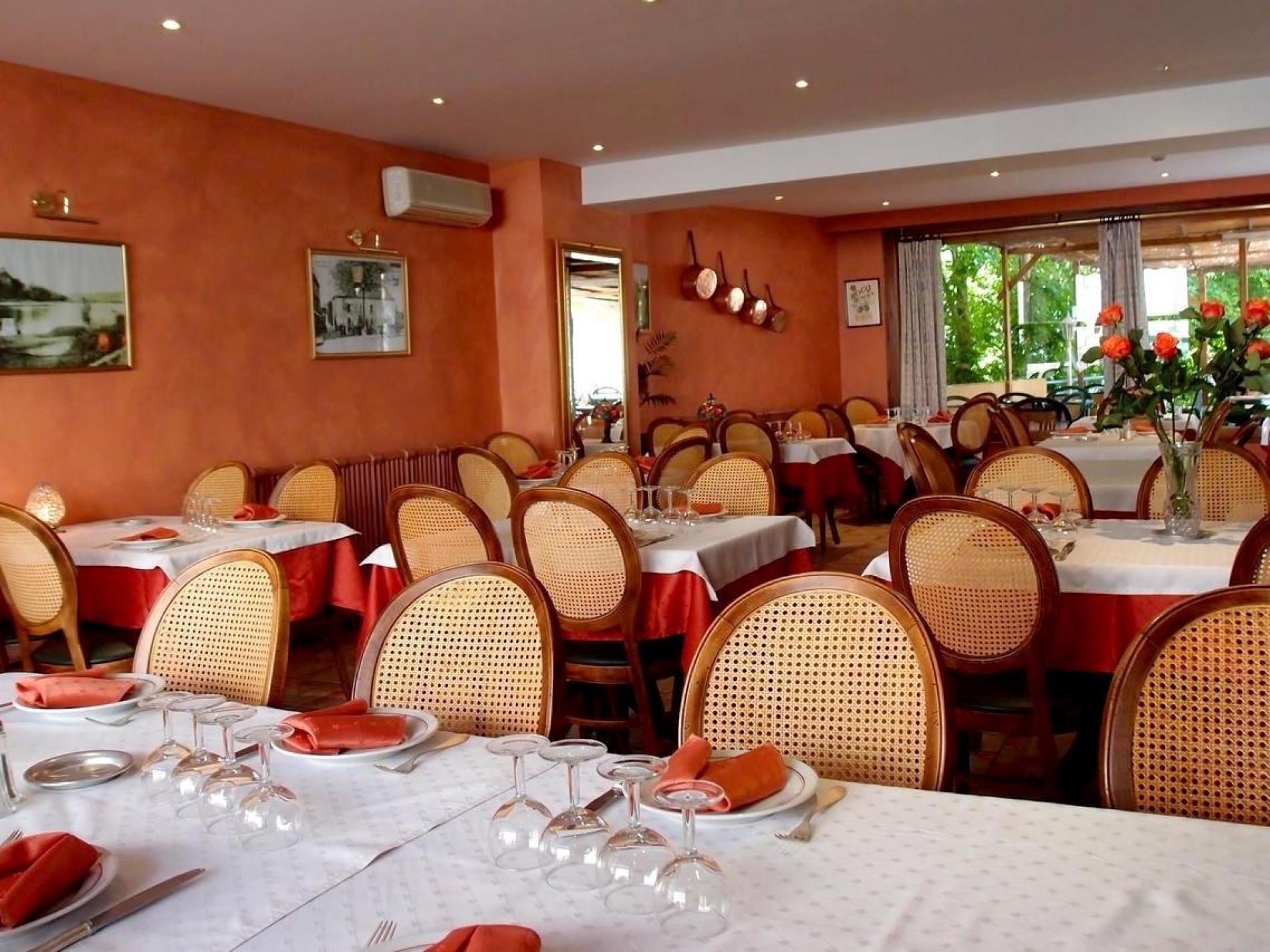 Hôtel Restaurant Les Ambassadeurs