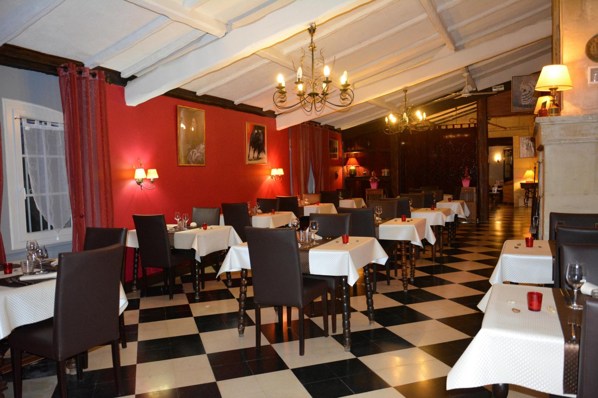 intérieur restaurant la table de la feniere