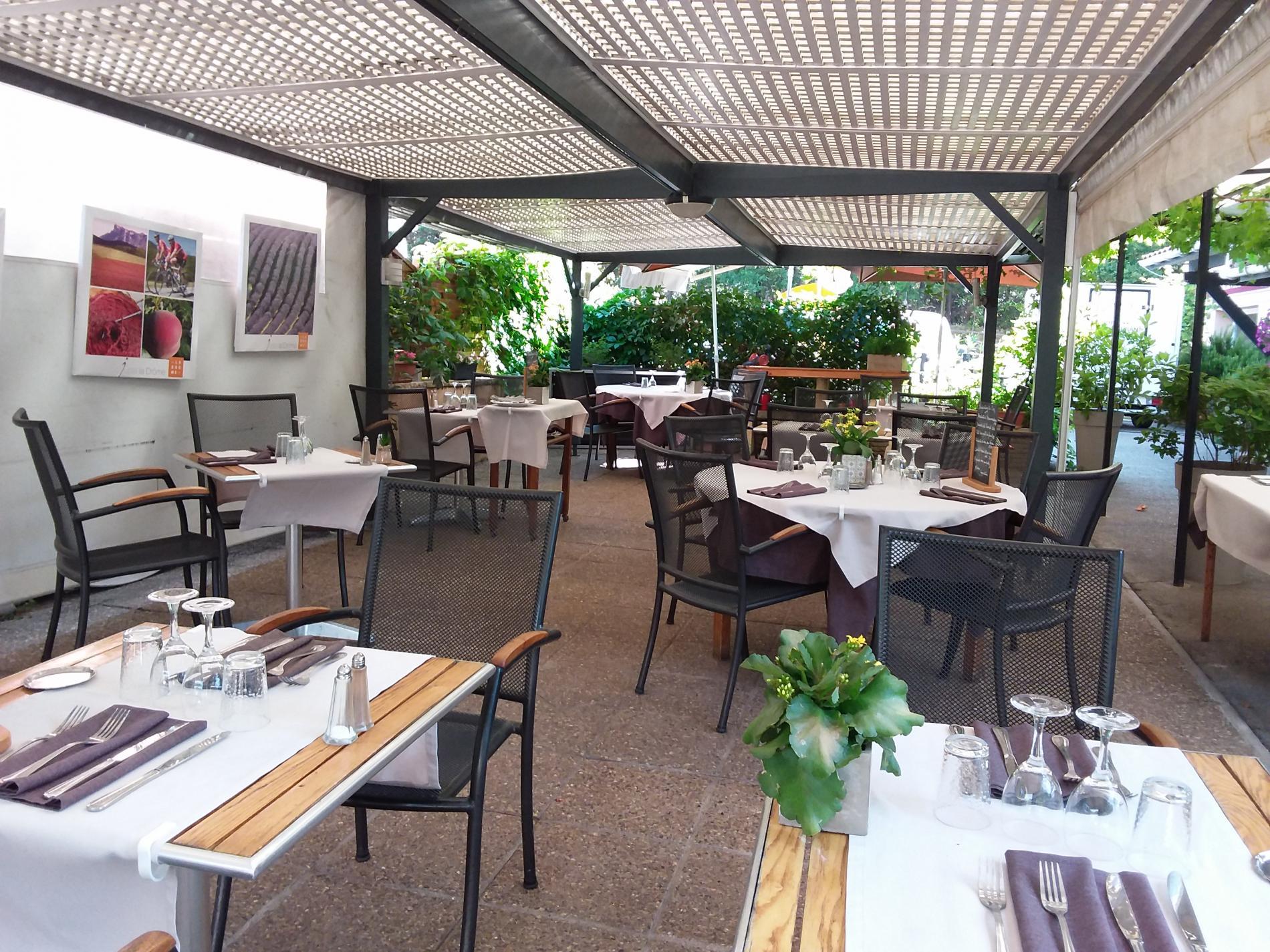 restaurant  terrasse ombragée