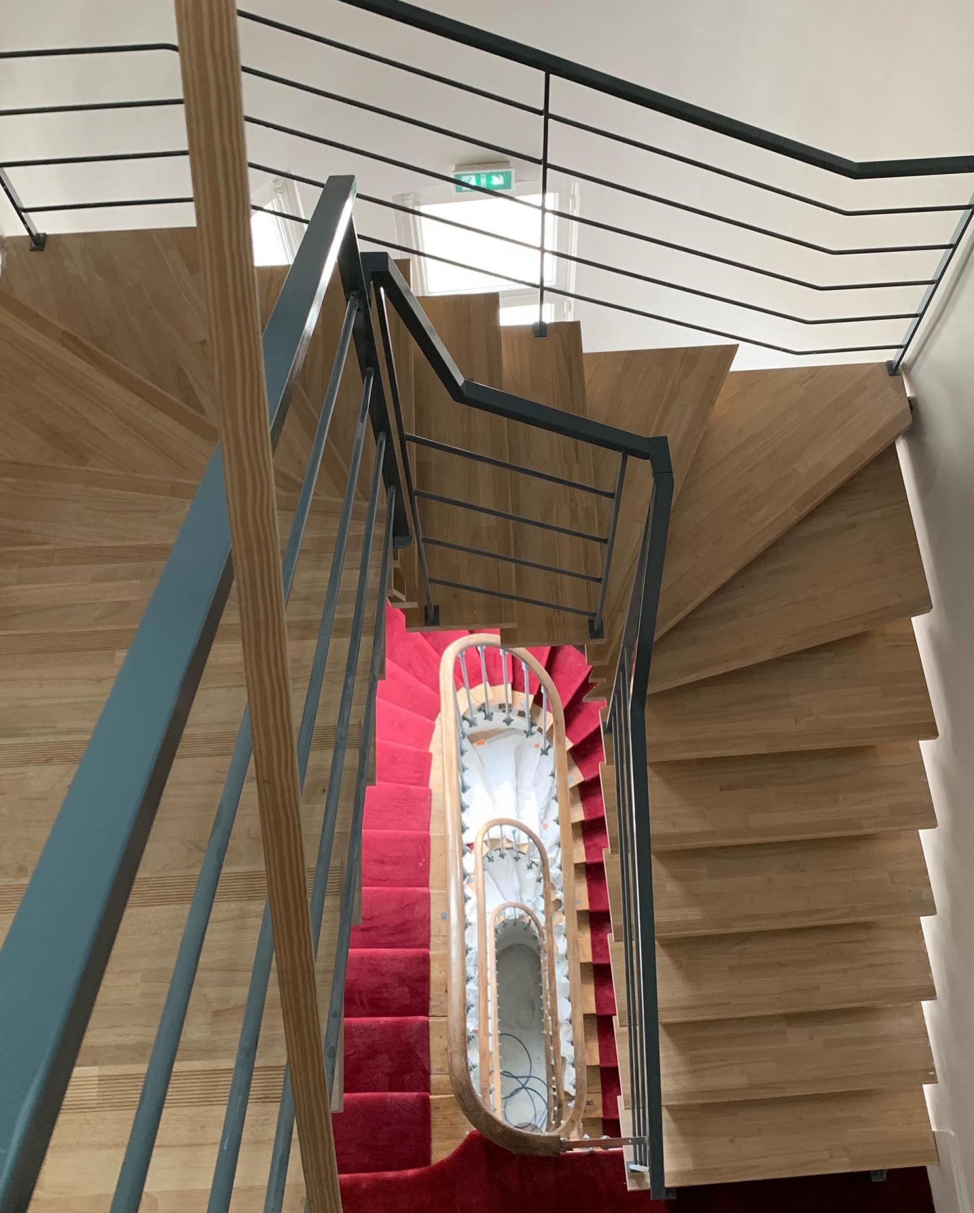 L'harmonie des escaliers entre le 19ème siècle et le contemporain