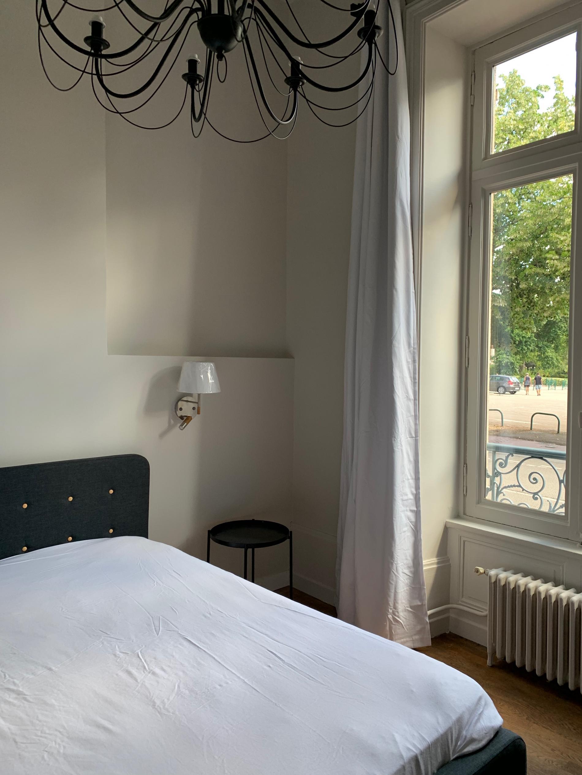 Une chambre simple et confortable