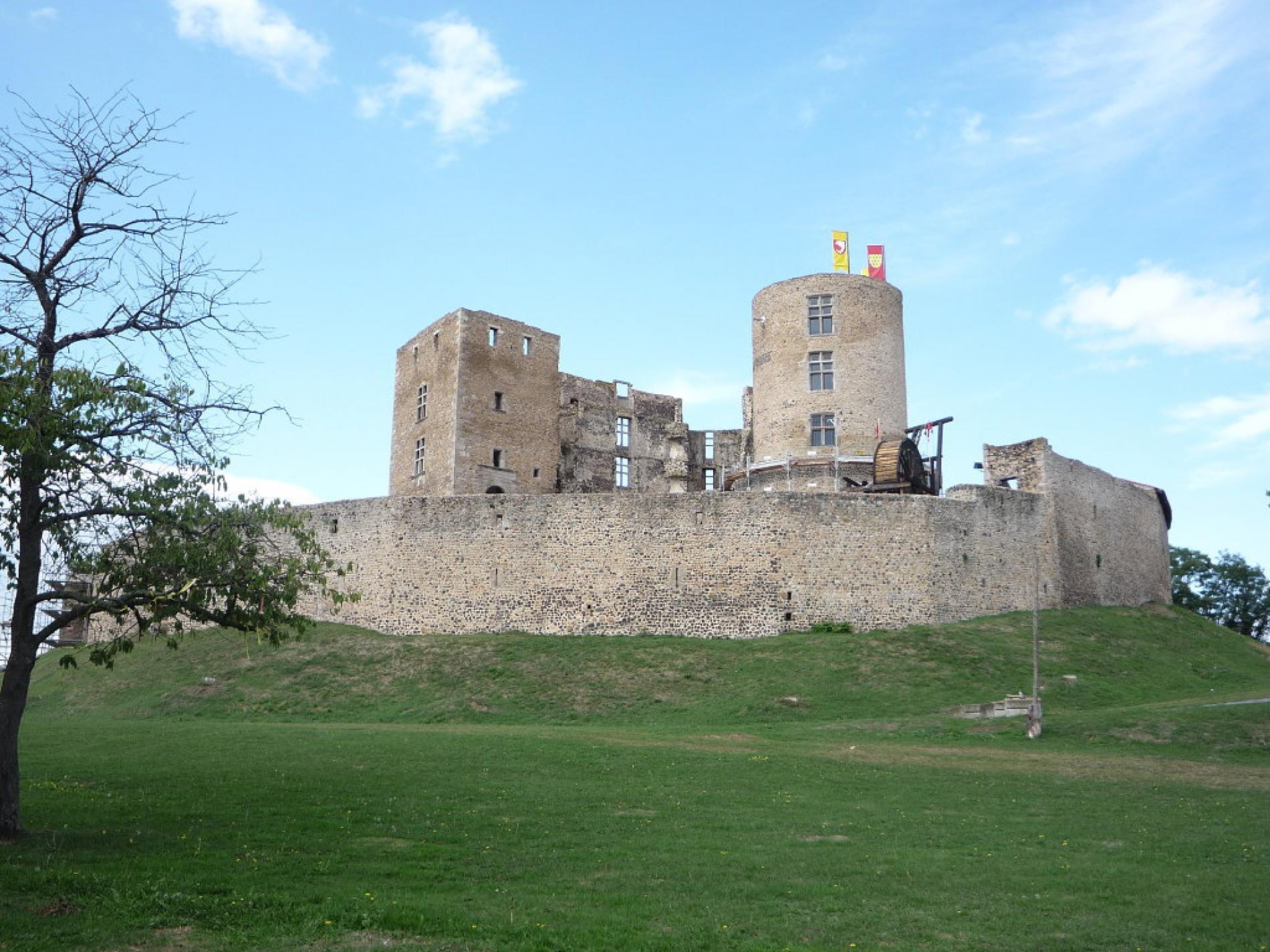 Montrond-les-Bains castle