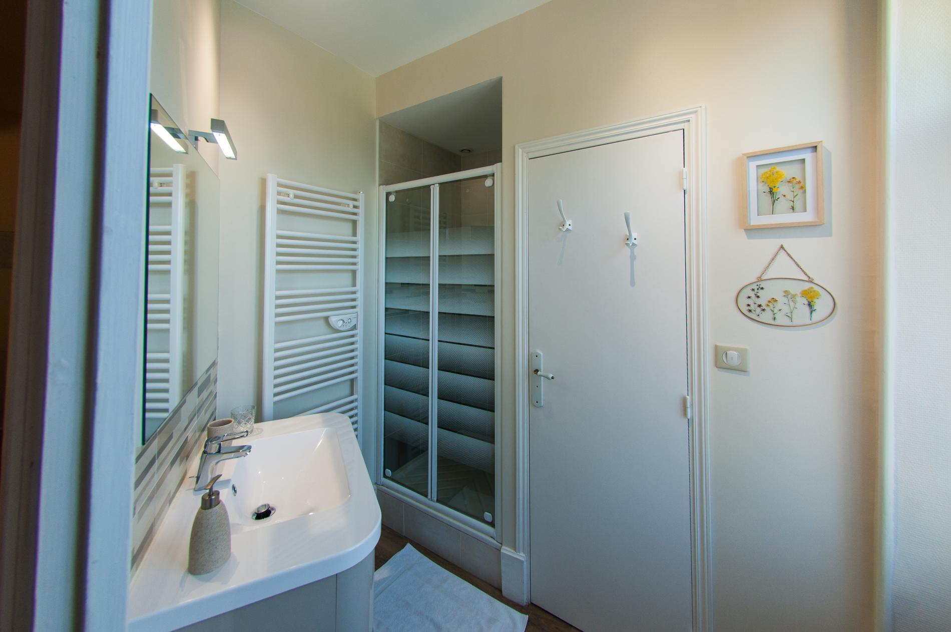Chambre Dauphine salle d'eau