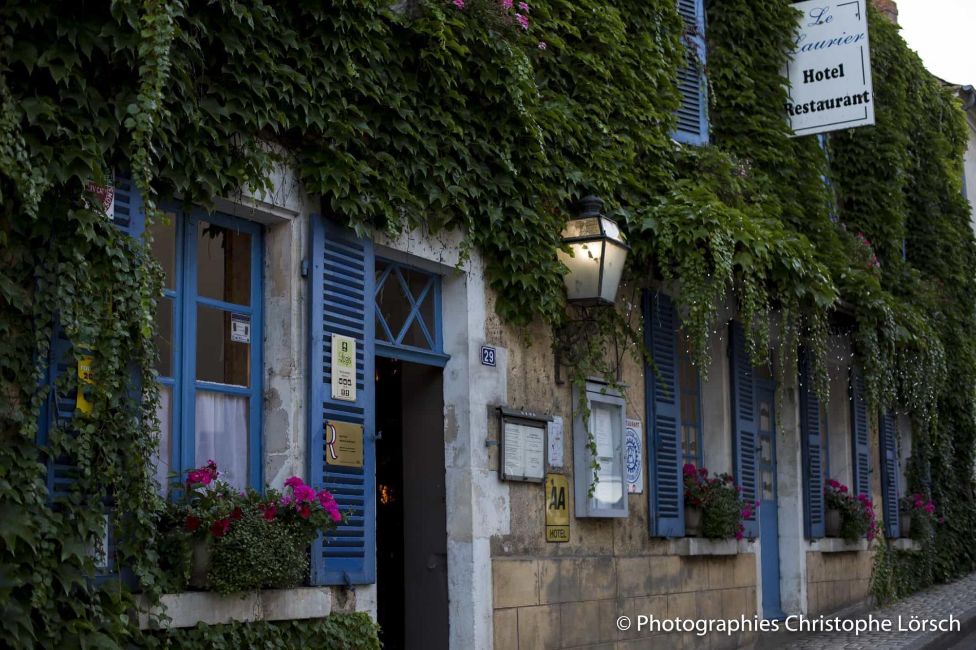 Restaurant-chambres d'hôtes ' LE LAURIER à St SATUR