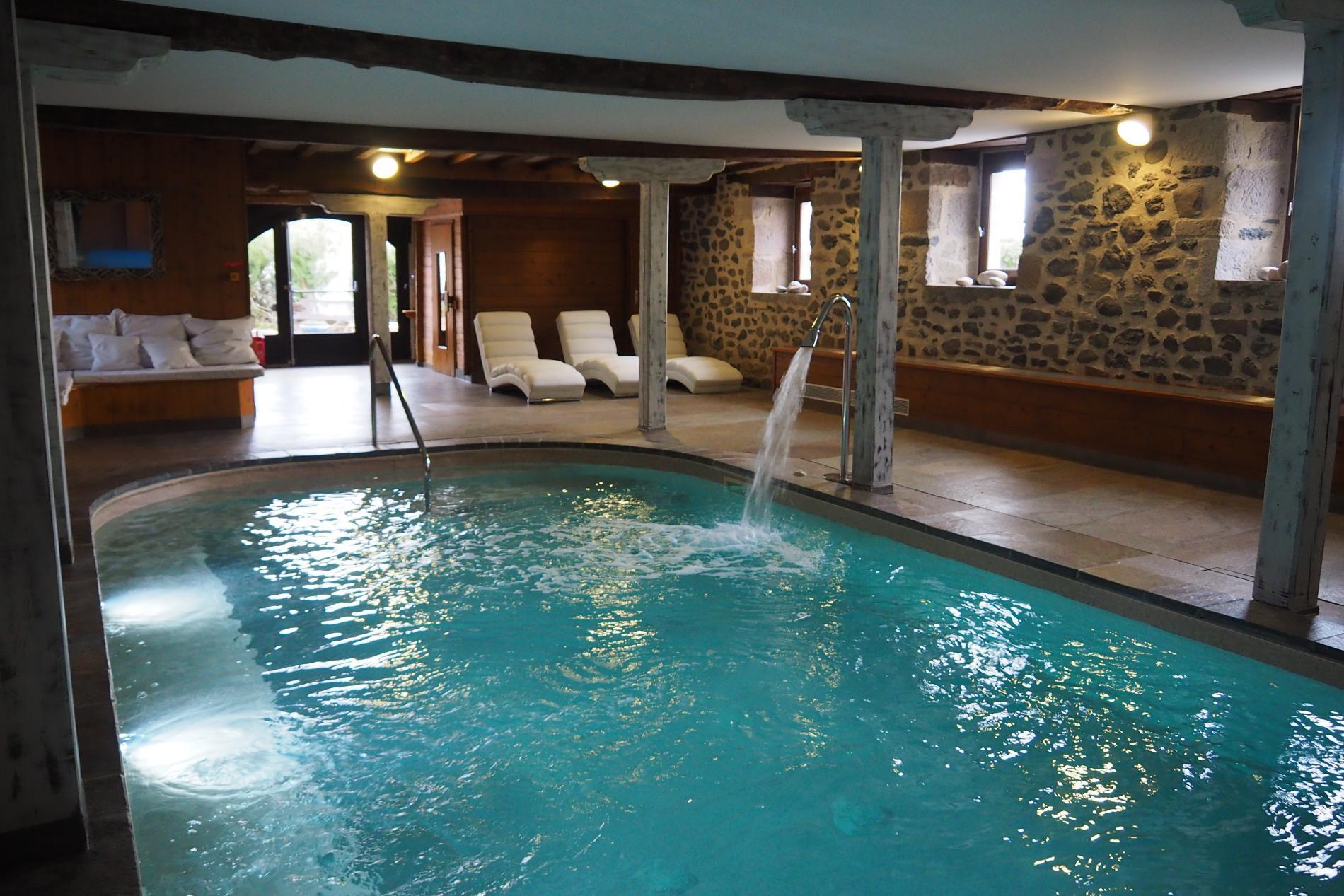 La Grange Bien-être Fleurs de Montagne SPA et piscine, Cantal