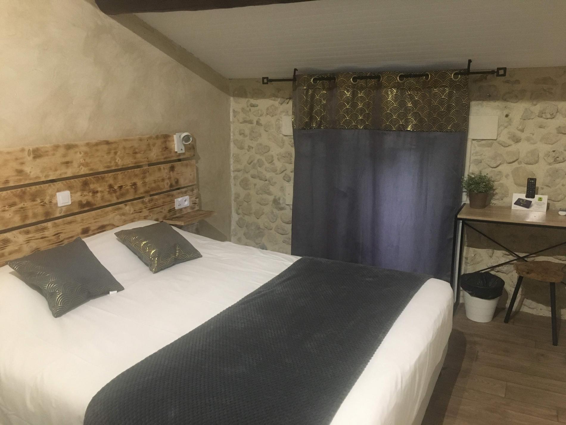 Chambre double dans bâtisse