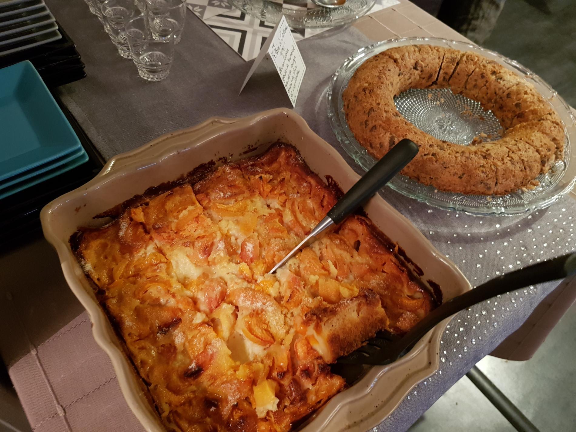 Clafoutis abricot, pain sans gluten à l'avoine et aux graines