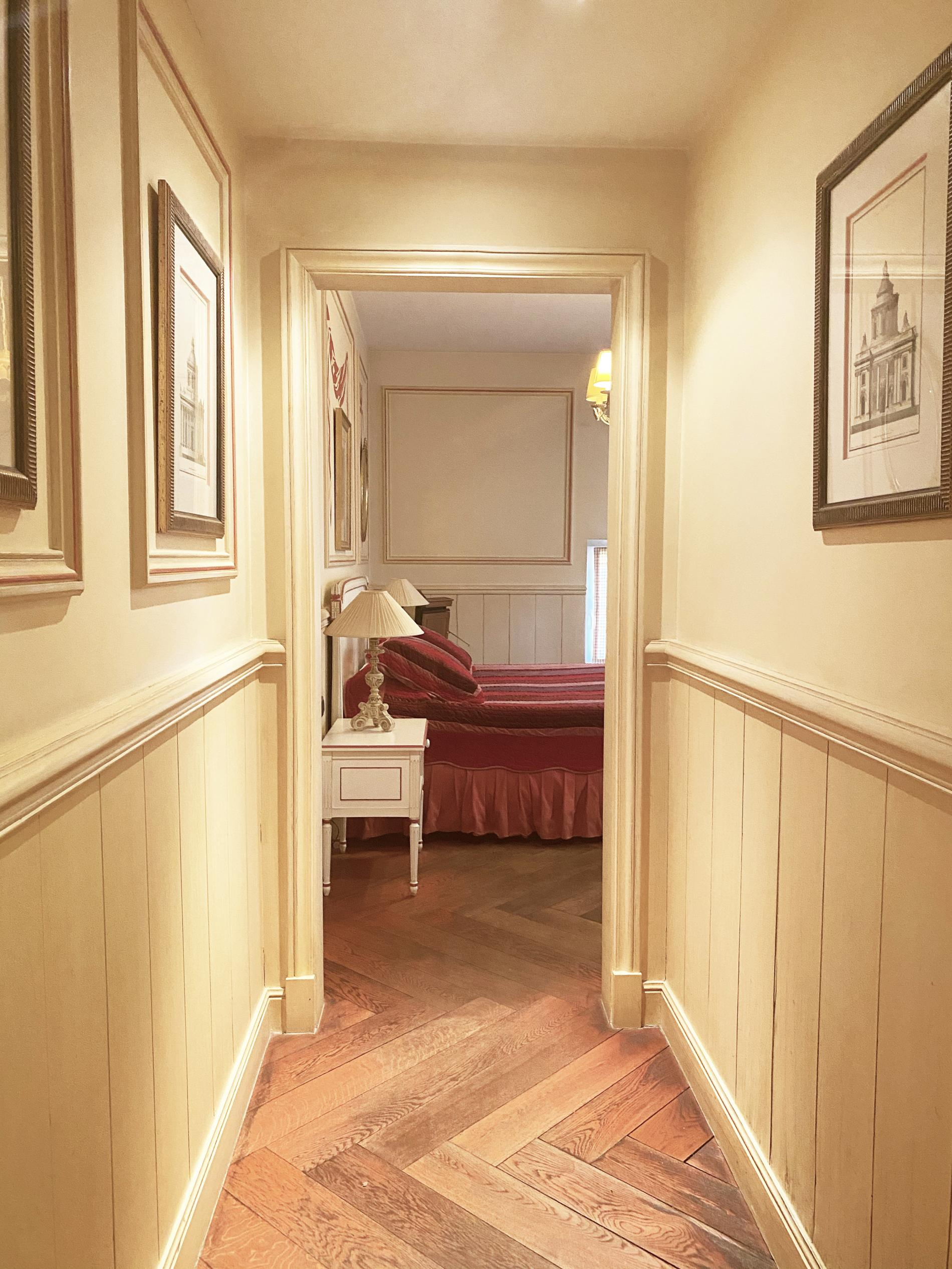 Colonial blue or red room