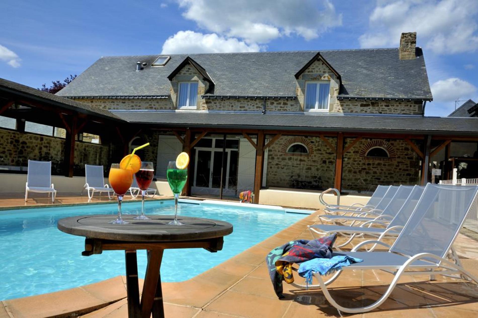 Hôtel avec piscine à Mézangers, au coeur du Pays-de-la-Loire