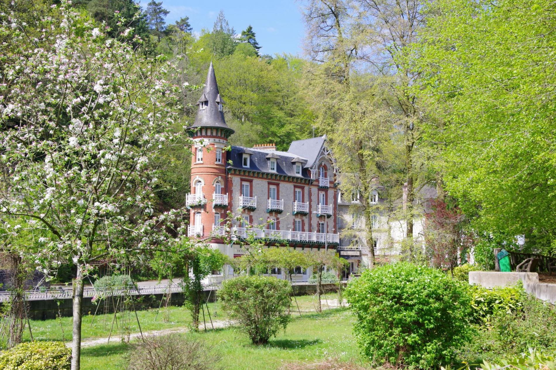 Hôtel SPA Le Roc au chien, vue du parc des thermes, Bagnoles de l'Orne Normandie