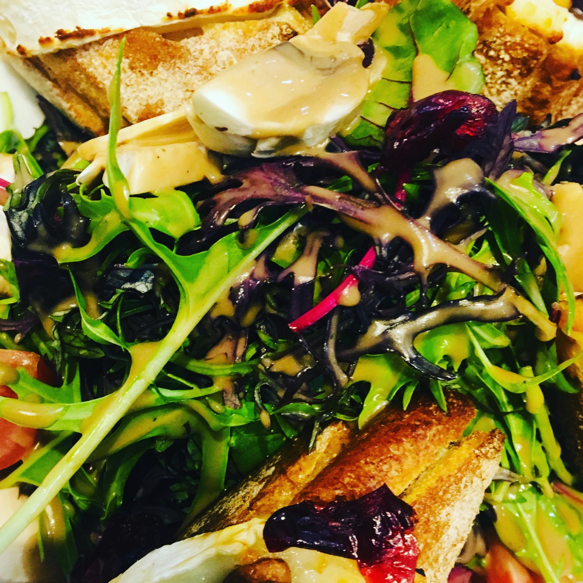Salade de Chèvre chaud aux cranberries