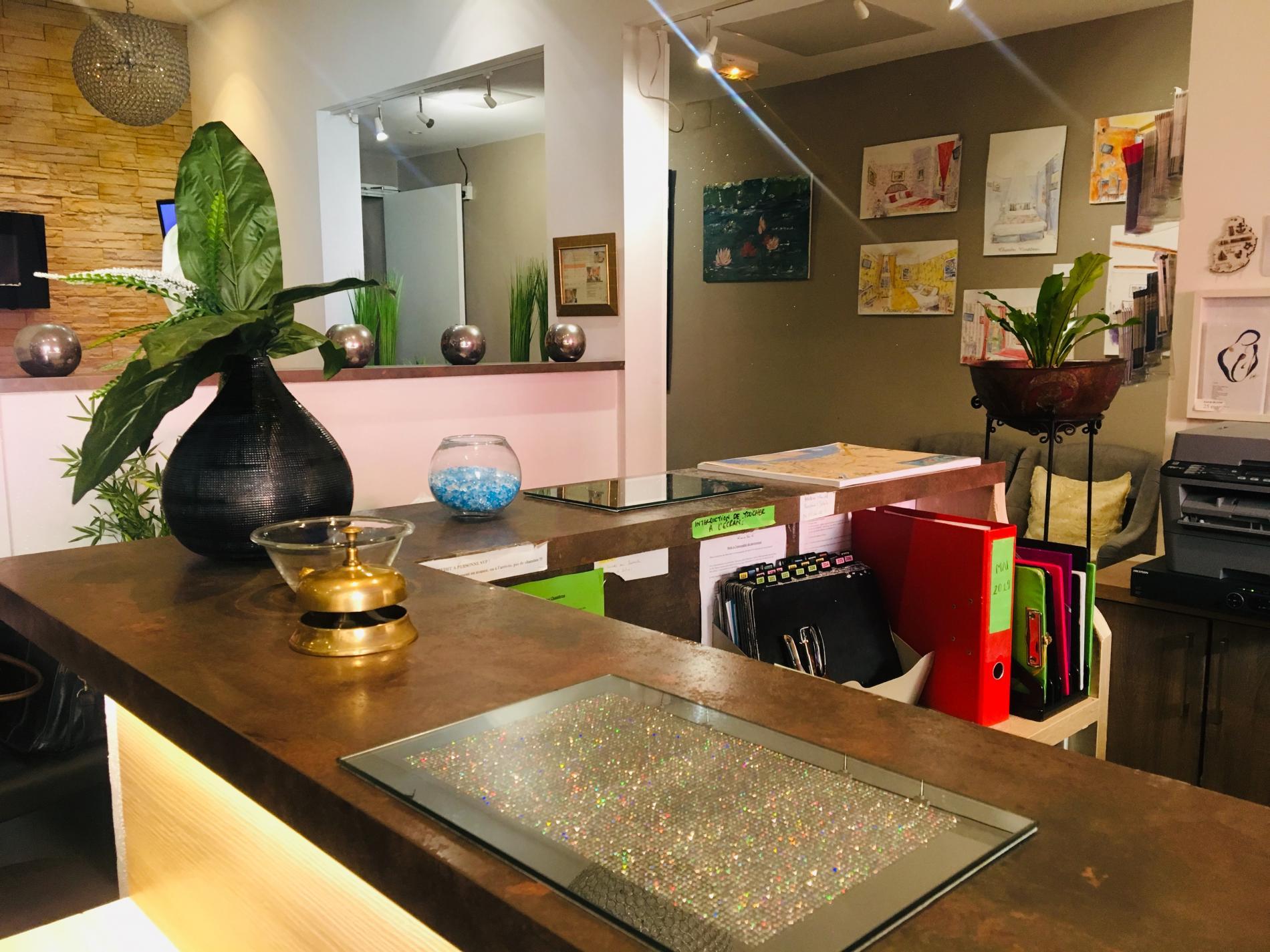 Réception   Reception Desk