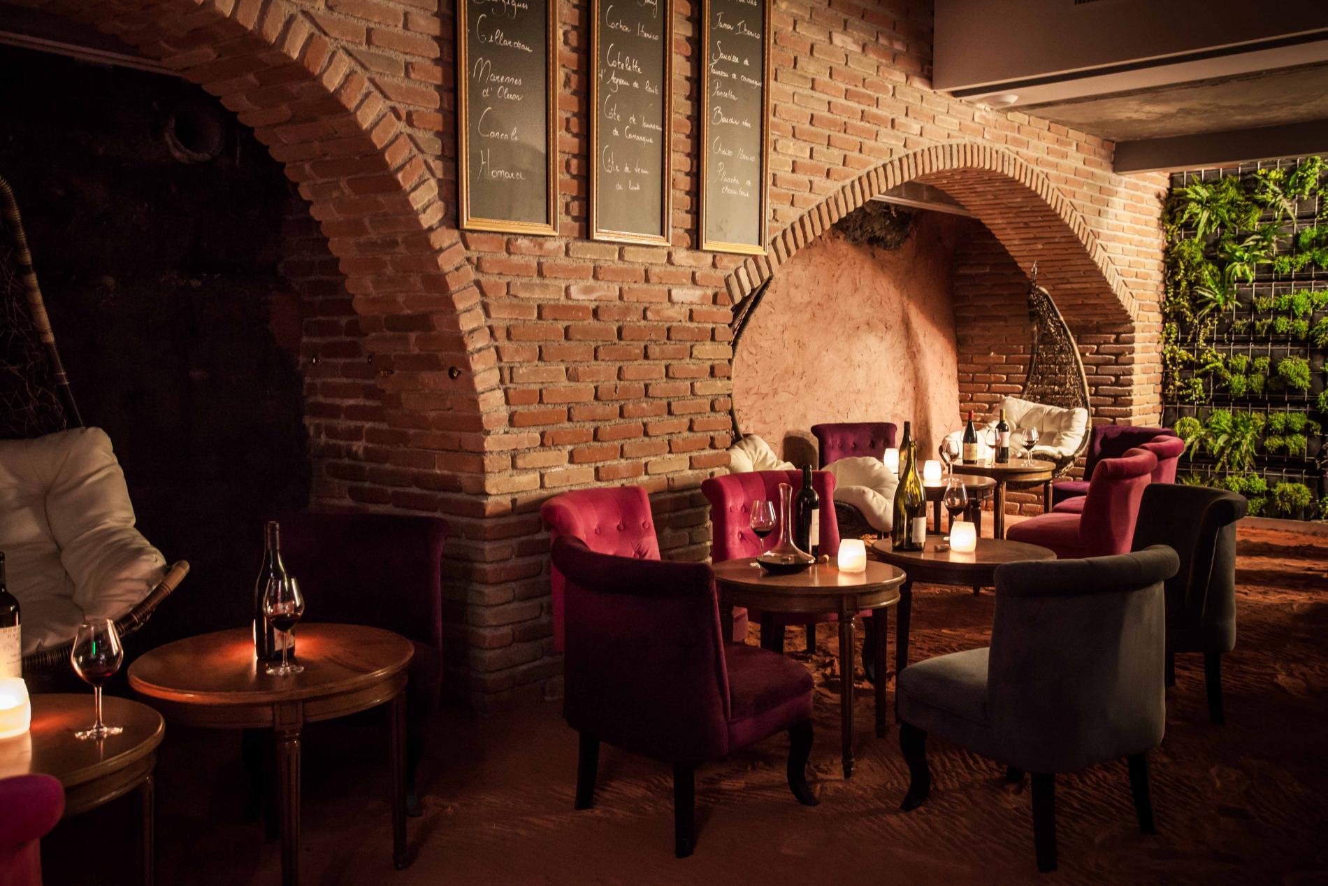 Un bar à grands vins, tapas, huîtres et cigares