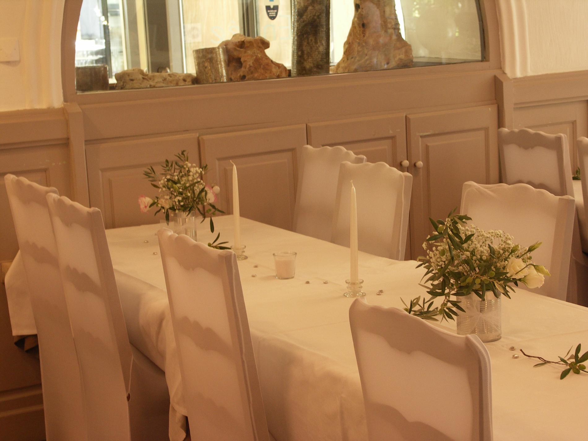 Préparation salle repas mariage
