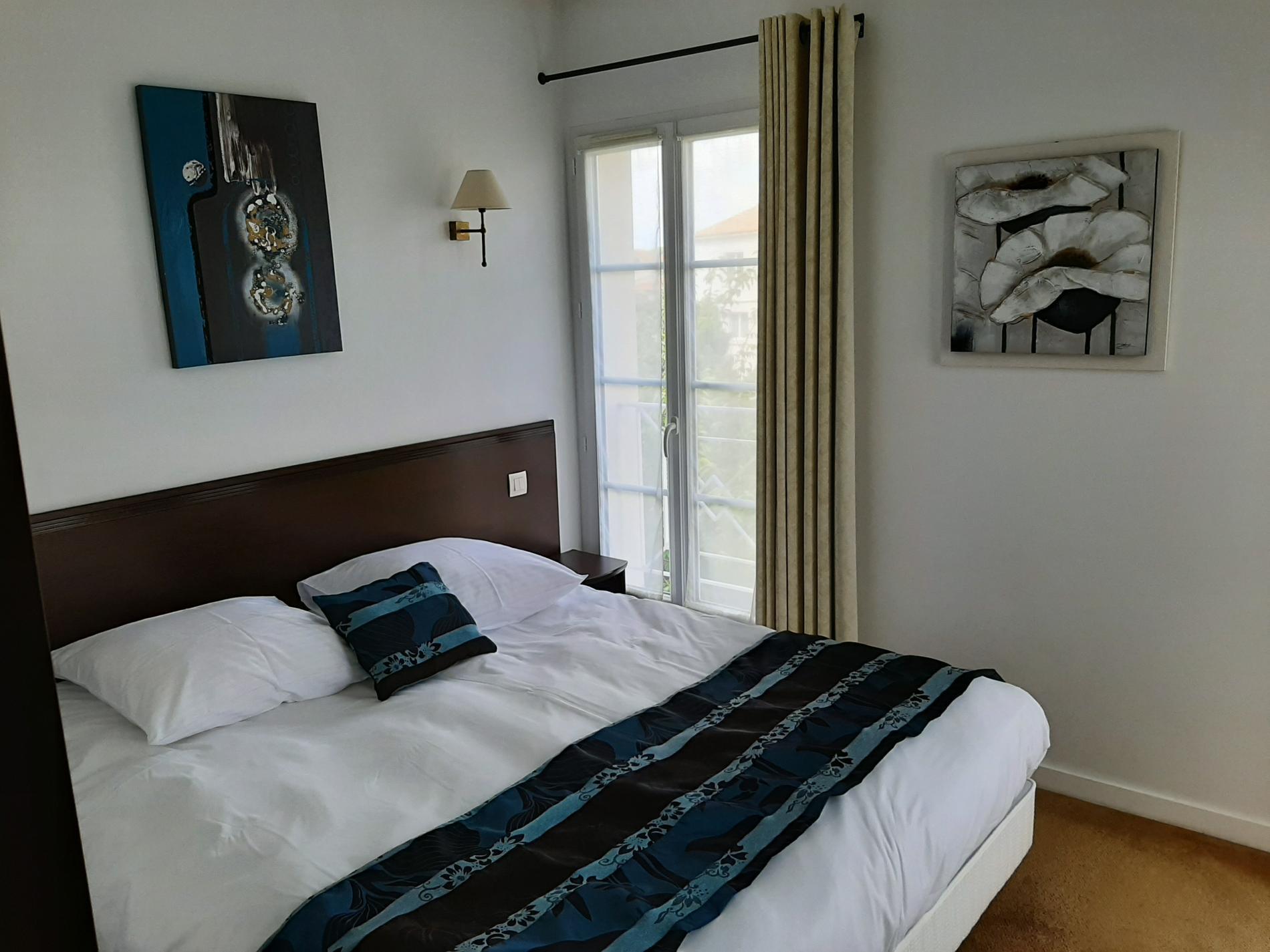 Chambre confort lit 160 cm Hôtel le Richelieu Saujon
