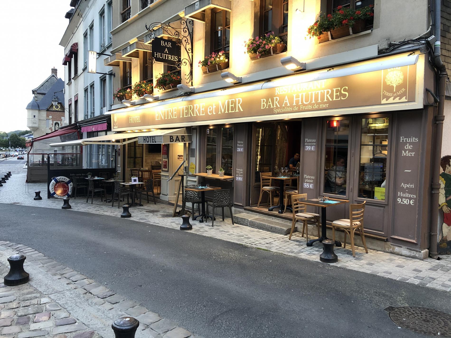 Entrée Hôtel et Bistrot bar à huitres Entre Terre & Mer
