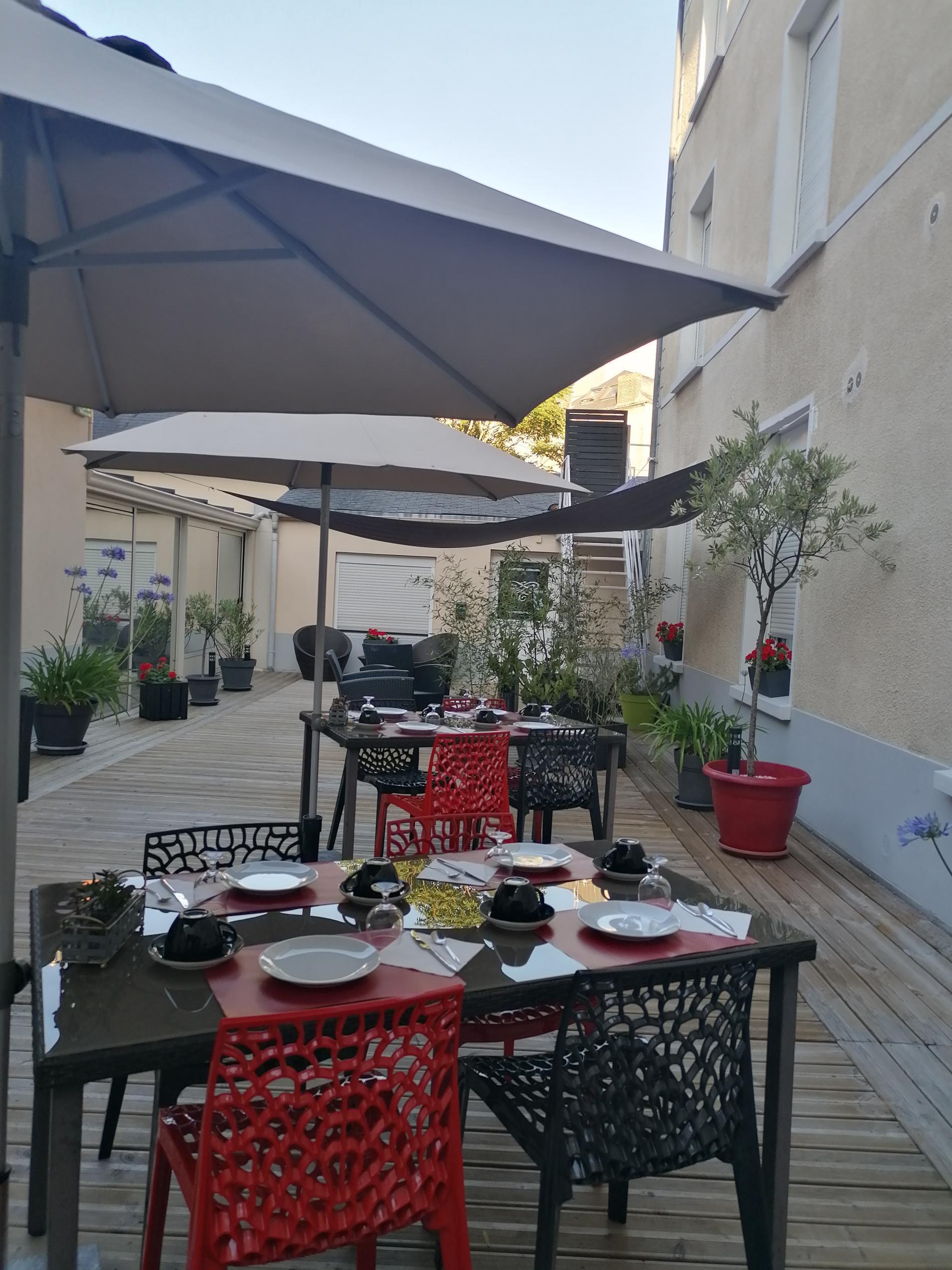 Petit-déjeuner dans le patio