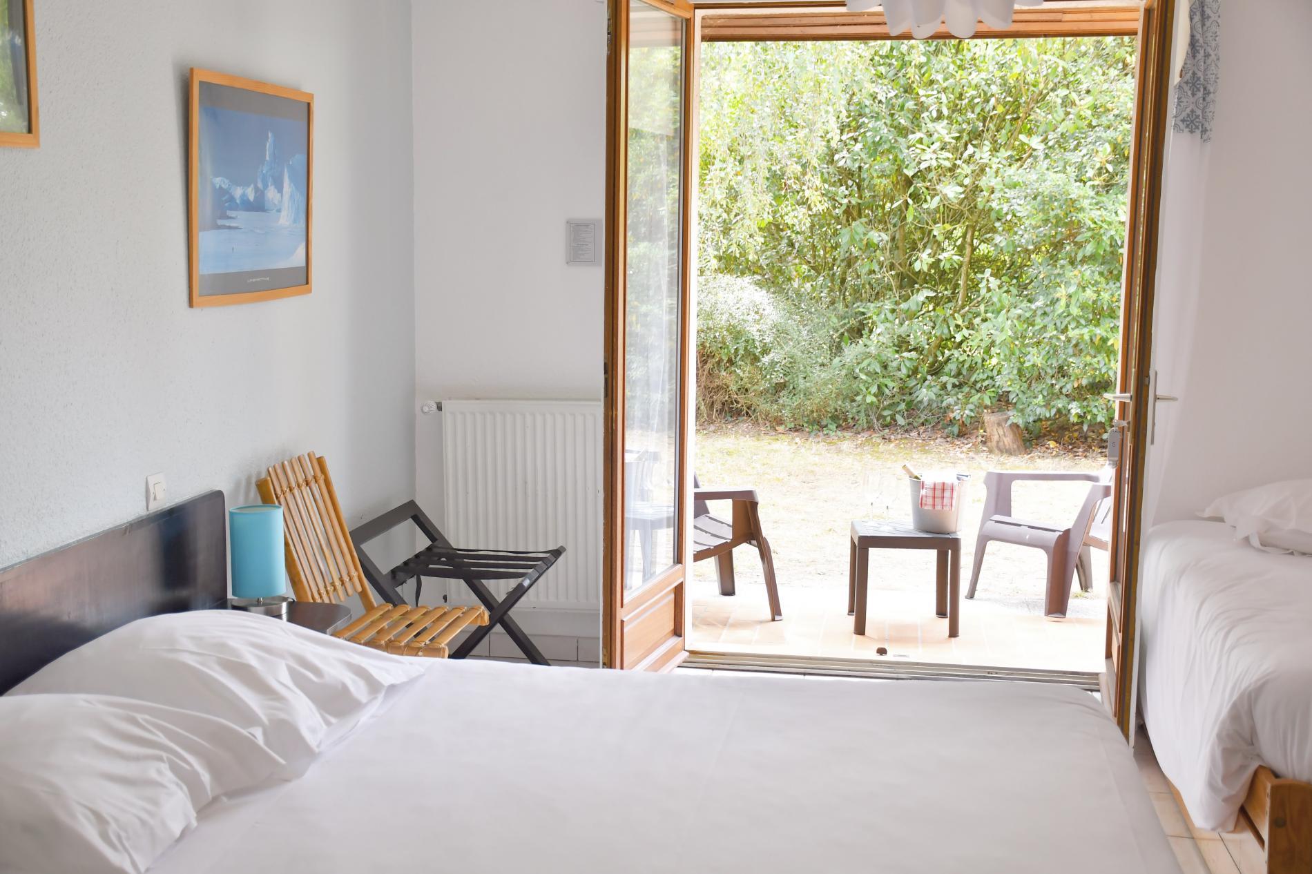 chambre triple + 1 lit gigogne (au jardin)