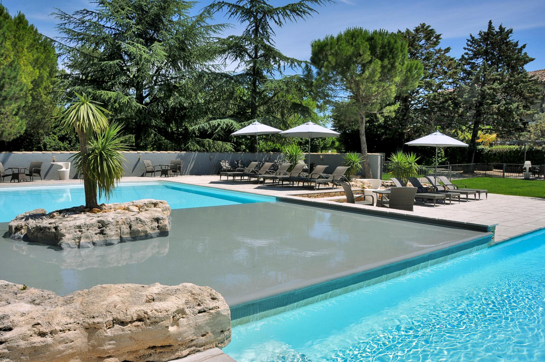 Hôtel piscine à Barjac entre Ardèche et Cévennes