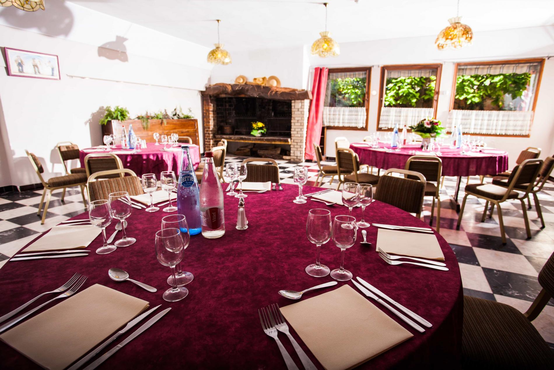Repas de groupe toute l'année, midi et soir, sur réservation préalable.