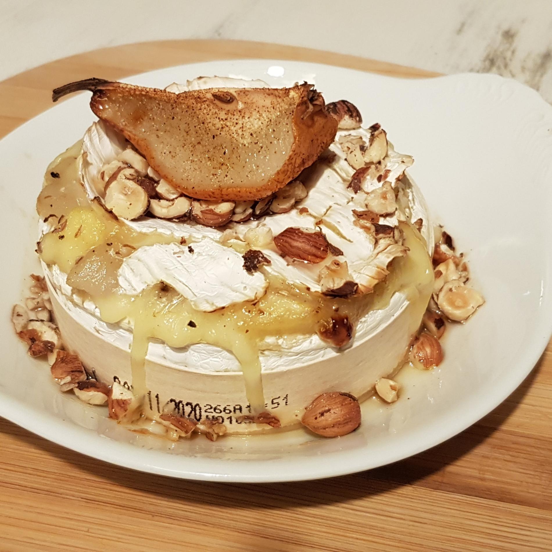 camembert, compotée pomme-poire, noisette, arrosé de miel...