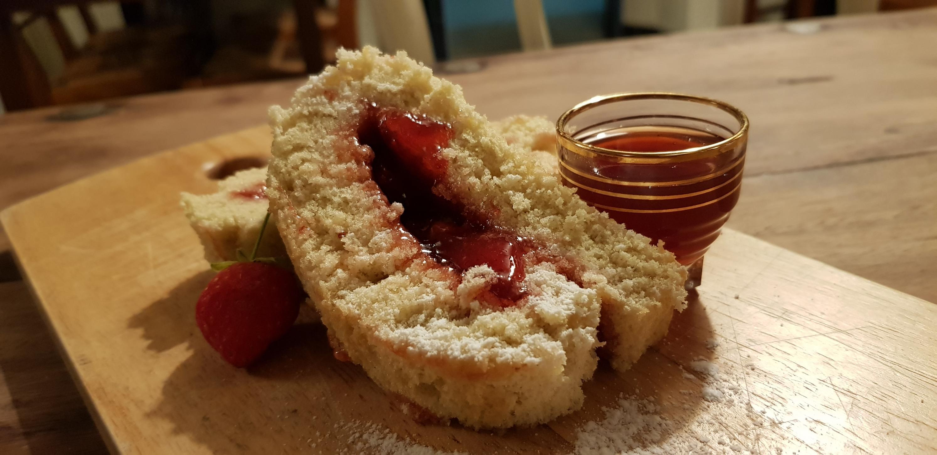 gateau roulé compotée de fraise et réduction de queue de fraise !