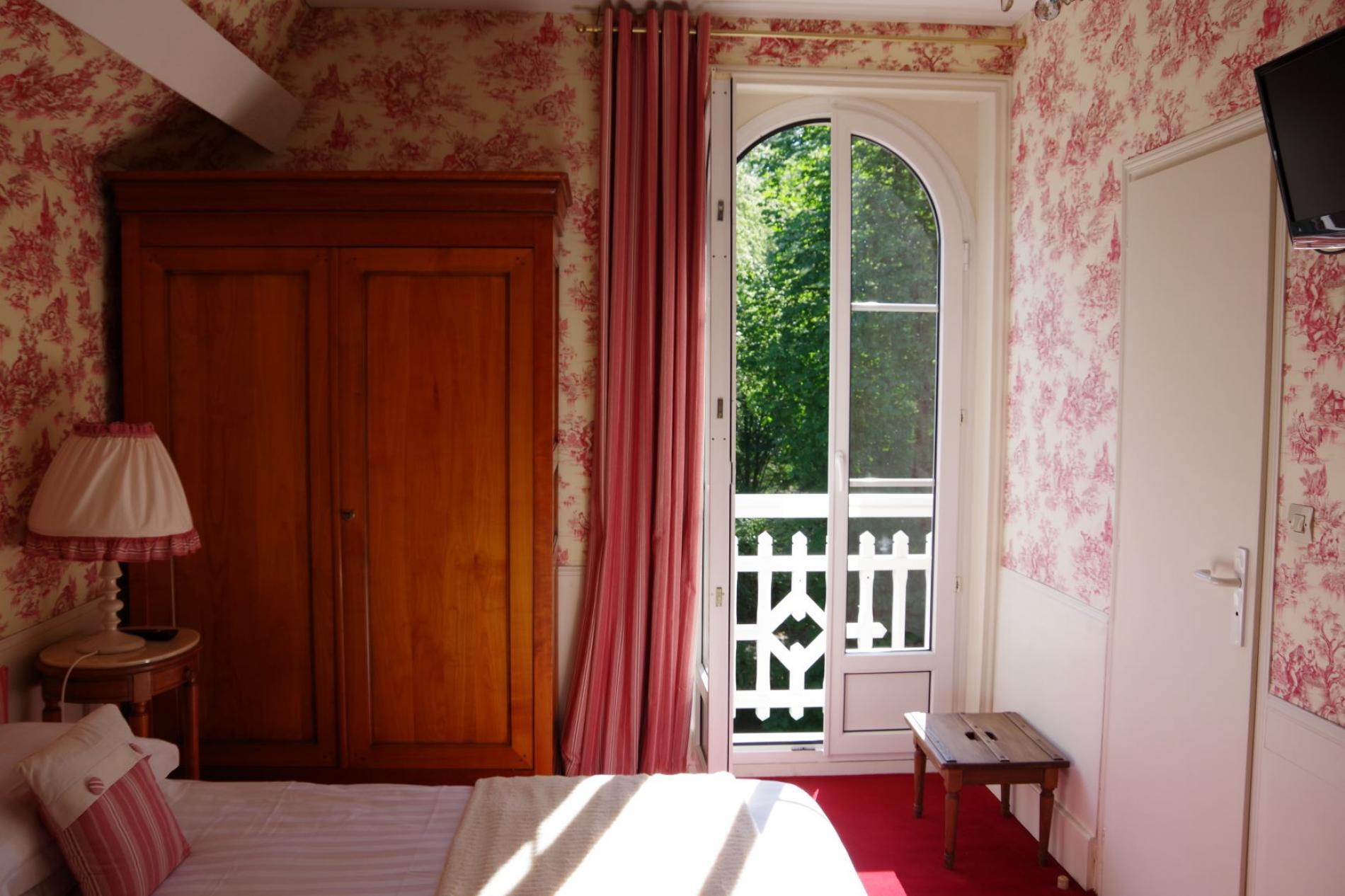 Chambre vue parc hôtel SPA le Roc au Chien Bagnoles de l'Orne Normandie