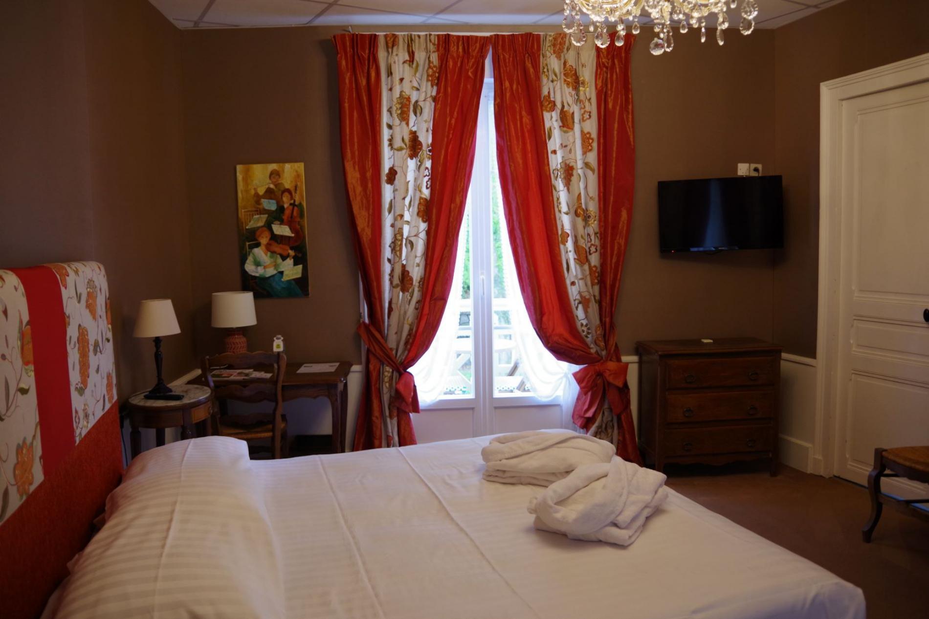 Chambre tourelle avec balcon Hôtel SPA Le Roc Au Chien  Bagnoles de l'Orne Normandie