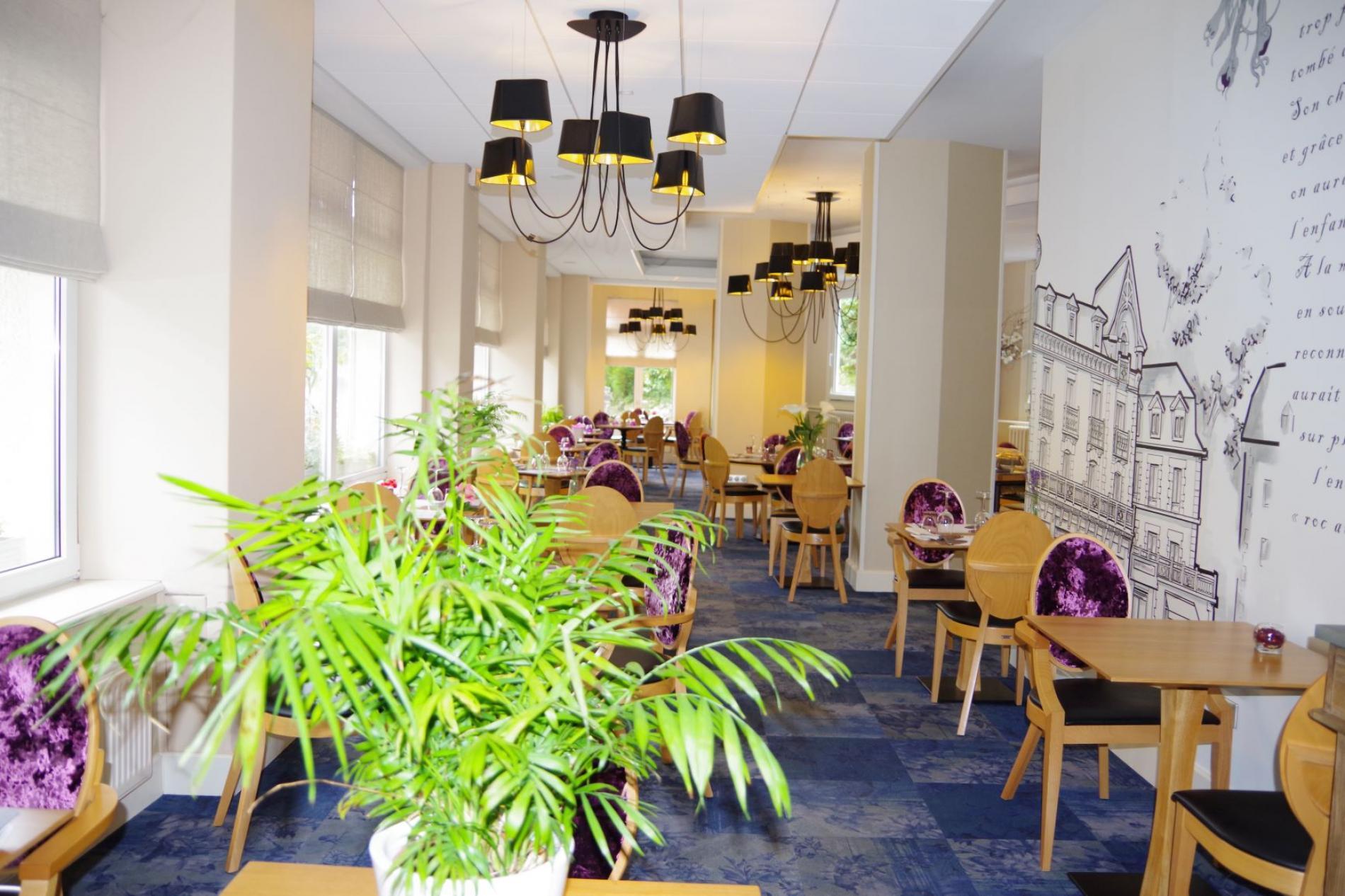 Salle de restaurant pour repas d'affaire et groupe Bagnoles de l'Orne Normandie