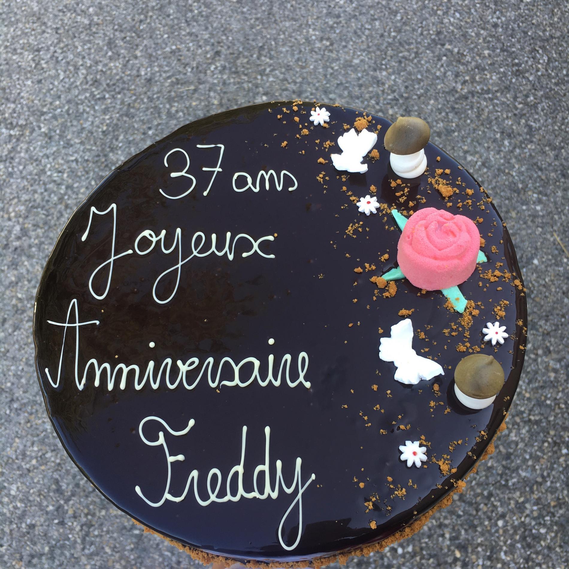 Gâteau anniversaire chocolat au lait / croustillant praliné